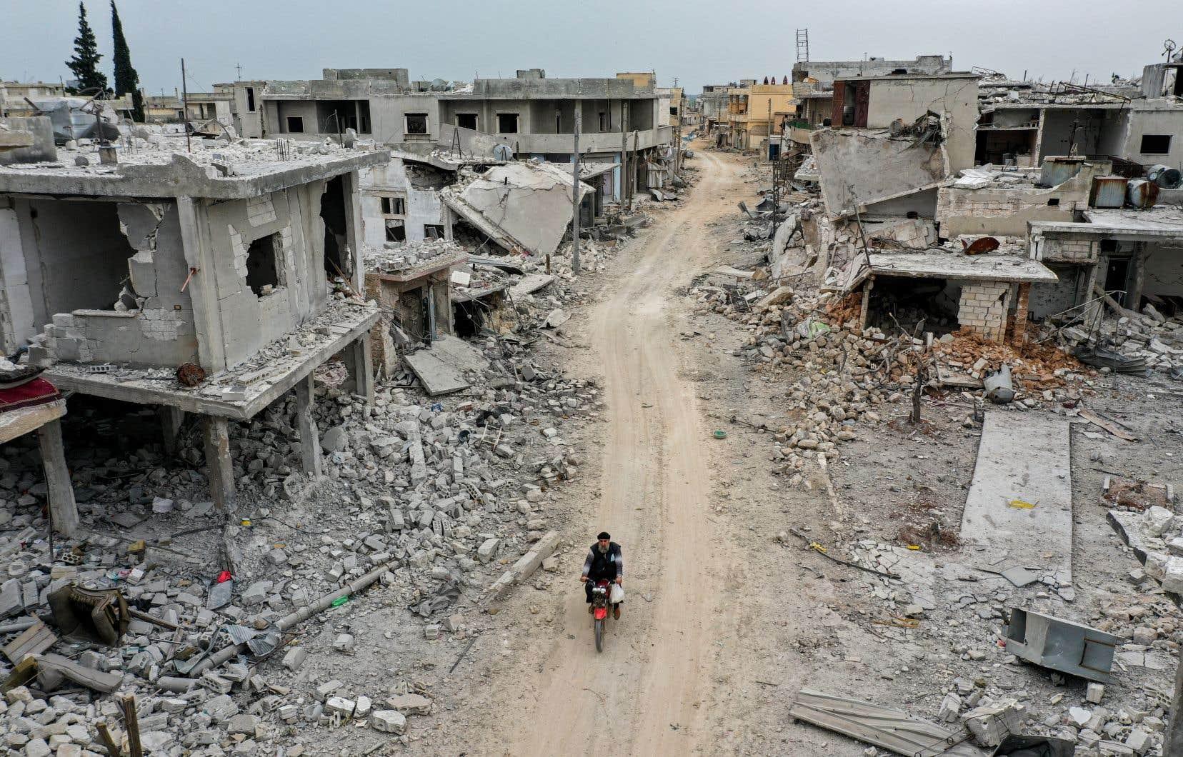 Les bombardements commandés par le régime syrien ont rasé une partie de la ville de Afis, dans la province d'Idleb, photographiée en mars dernier.