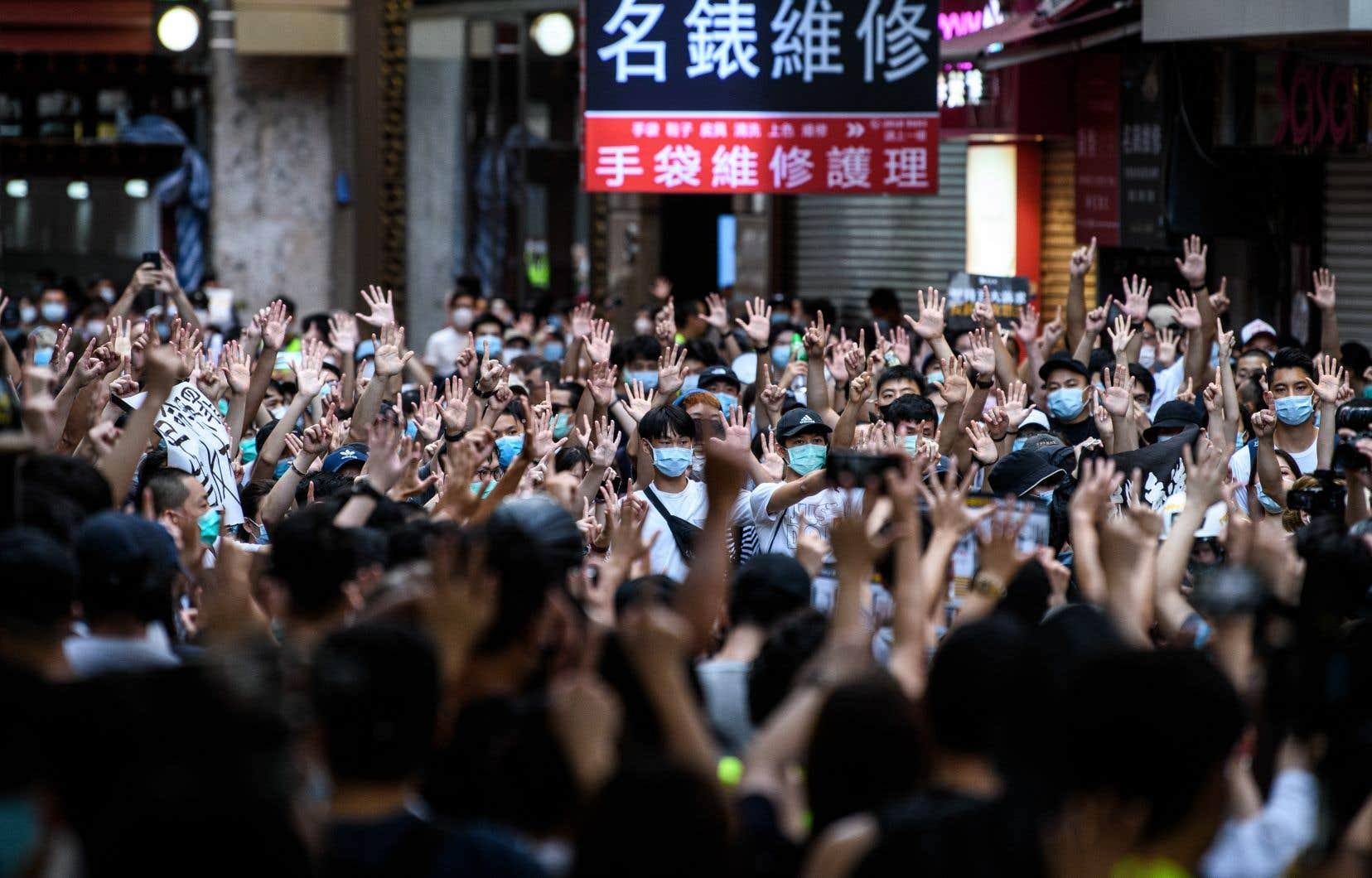 Depuis le 18mai dernier — date à laquelle la Chine a brandi la menace d'une nouvelle loi de sécurité nationale —, le nombre d'appels de Hongkongais voulant quitter l'île a bondi, selon Halcyon Counsel, une firme de consultants en immigration basée à Hong Kong depuis douze ans.