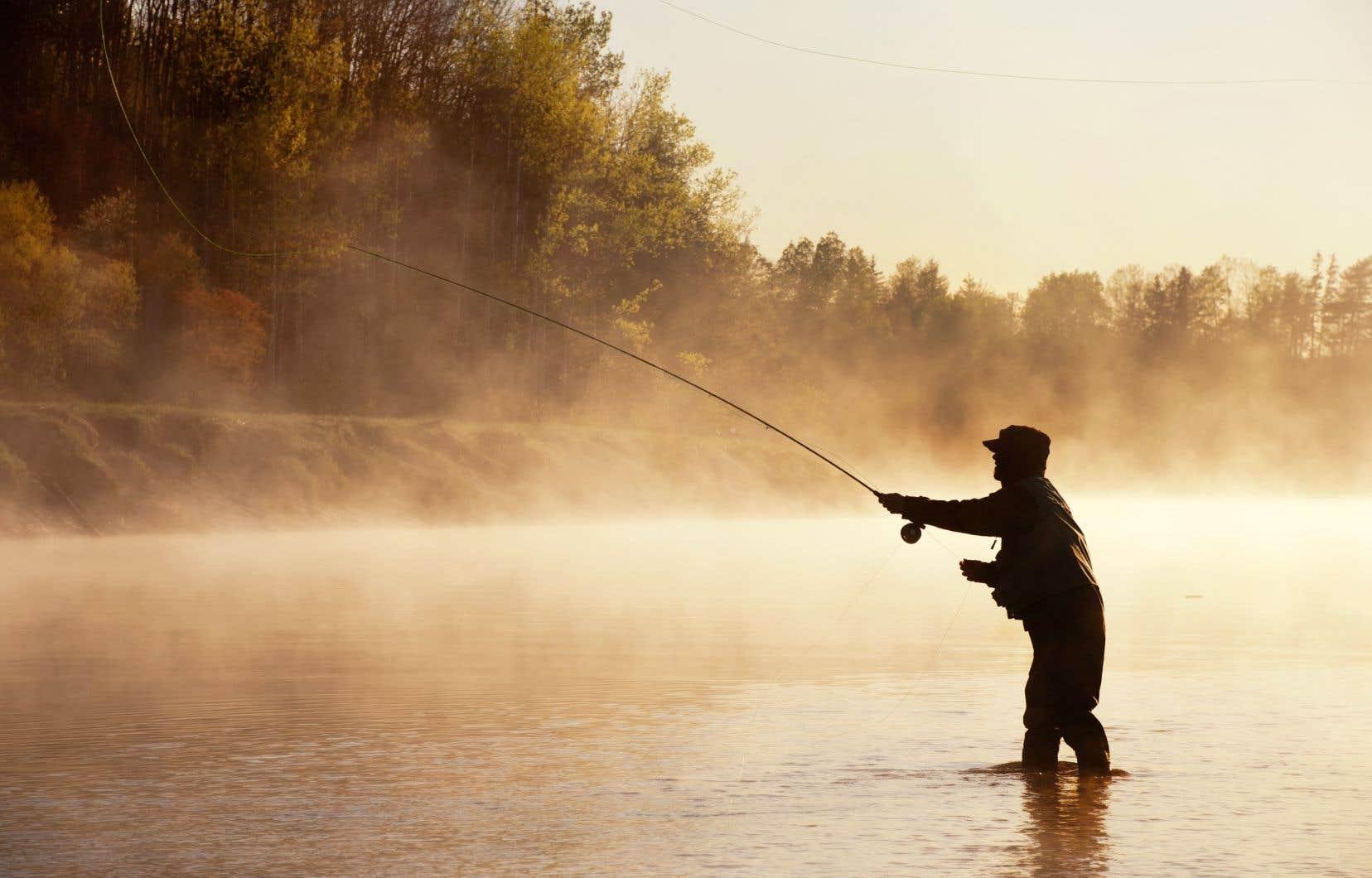 Peu à peu, la pêche est devenue pour l'auteur un refuge loin du monde, un moment de calme concentration qui justifiait n'importe quel voyage.