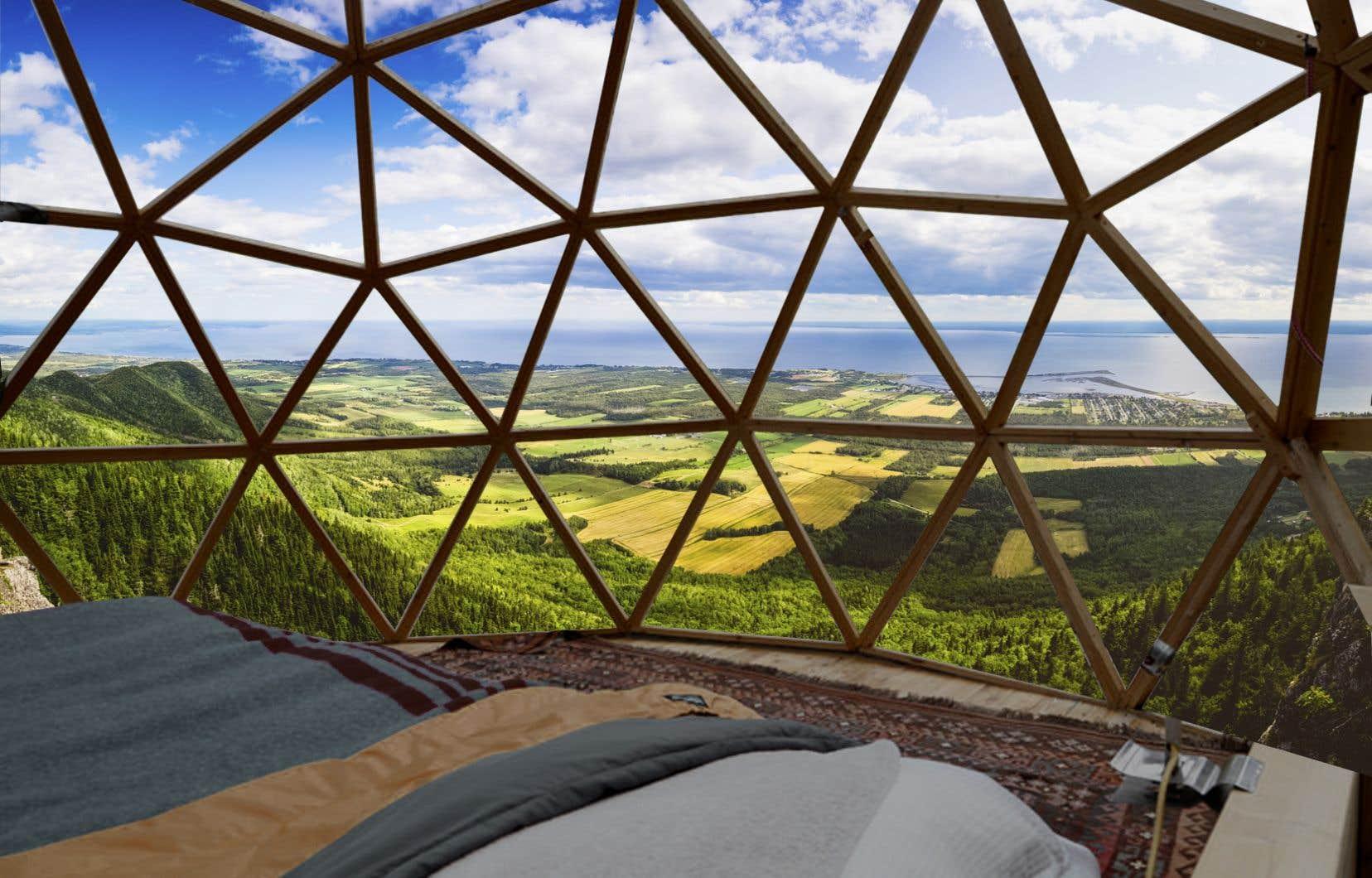 Juchés à flanc de montagne, les géodômes offriront une vue imprenable sur la baie des Chaleurs, en Gaspésie.