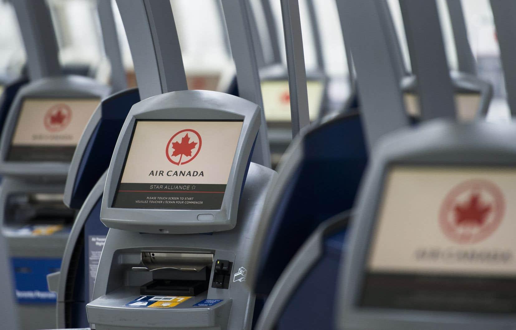 Le 30juin, Air Canada a annoncé la suspension définitive de 30 liaisons régionales, en plus de mettre fin à huit escales à des aéroports régionaux au pays, dont quatre au Québec.