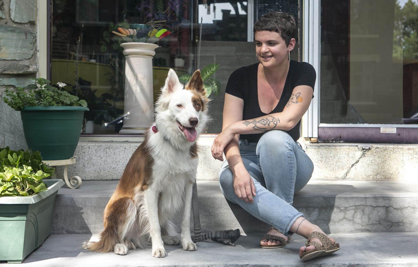 Agathe Dessaux, 34ans, a décidé il y a un an de laisser tomber le milieu du théâtre où elle œuvrait pour s'établir au Québec et entreprendre un changement de carrière. Son projet est néanmoins menacé par la pandémie.
