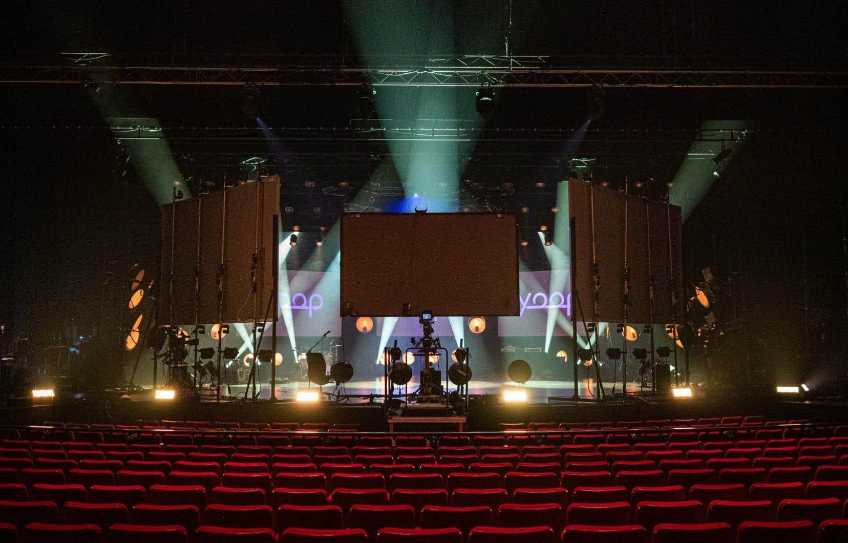Yoop a installé à Montréal un lieu de tournage fixe et tout équipé sur la scène de la salle Wilfrid-Pelletier de la Place des Arts.