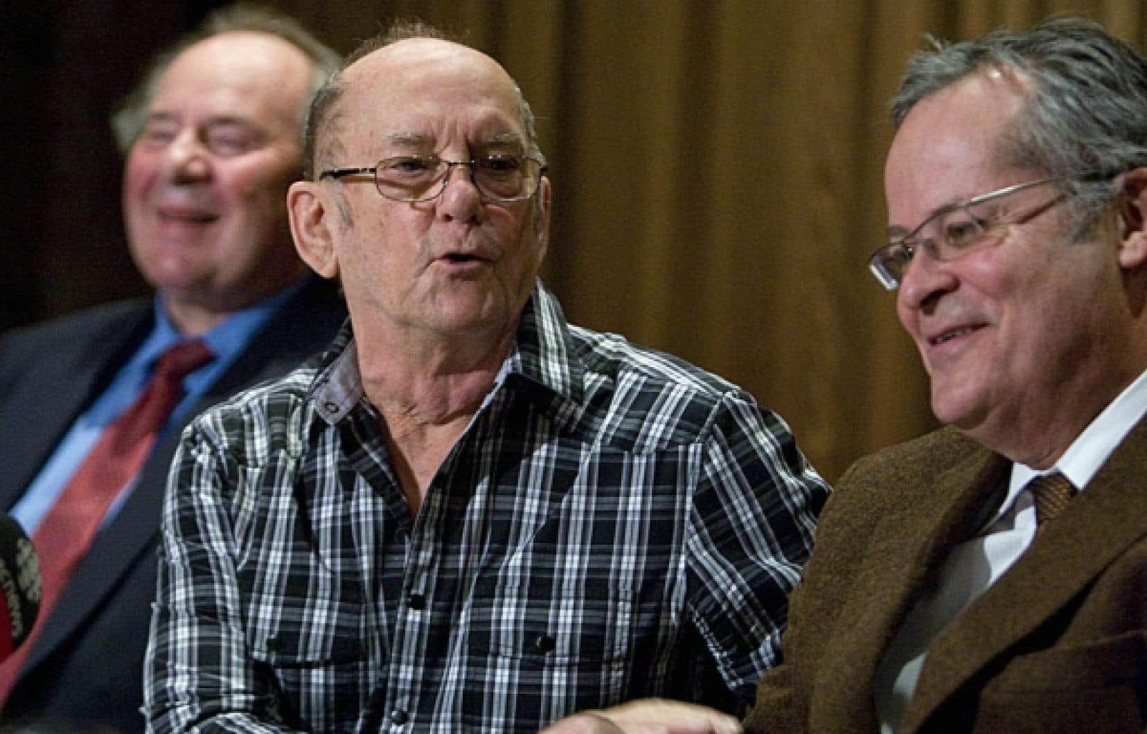 La création d'un fonds d'indemnisation éviterait désormais les frustrations d'un nouveau Norbourg. De gauche à droite sur la photo, le représentant des investisseurs dans Norbourg, Wilhelm Pellemans, une victime, Michel Vézina, et l'un de leurs avocats, Me Jacques Larochelle.