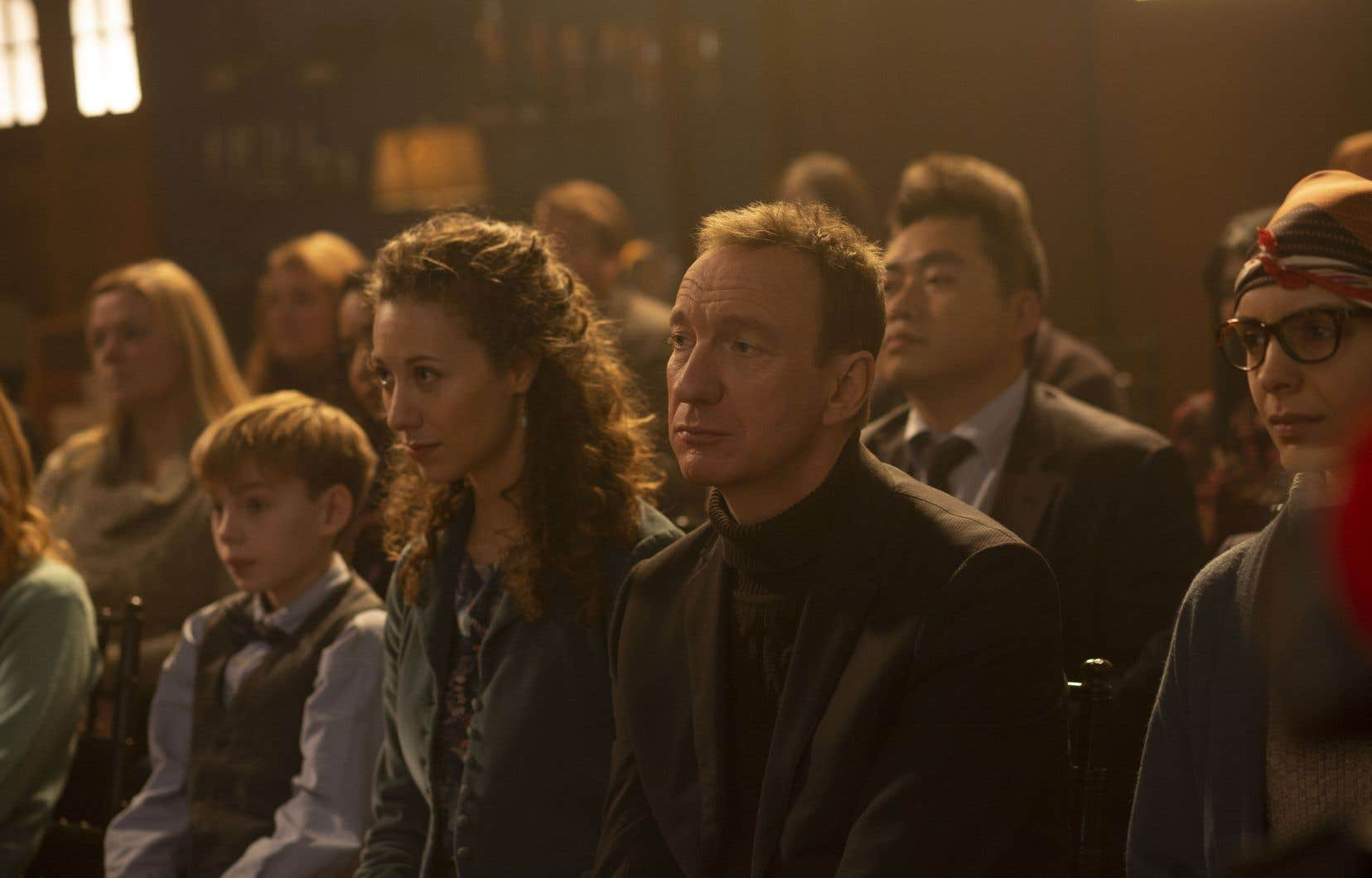 Jim (David Thewlis, en perdant magnifique) traîne avec lui une tristesse infinie, liée à son veuvage, mais aussi à l'absence de sa fille, Veronica, incarcérée pour des raisons aussi multiples qu'obscures .