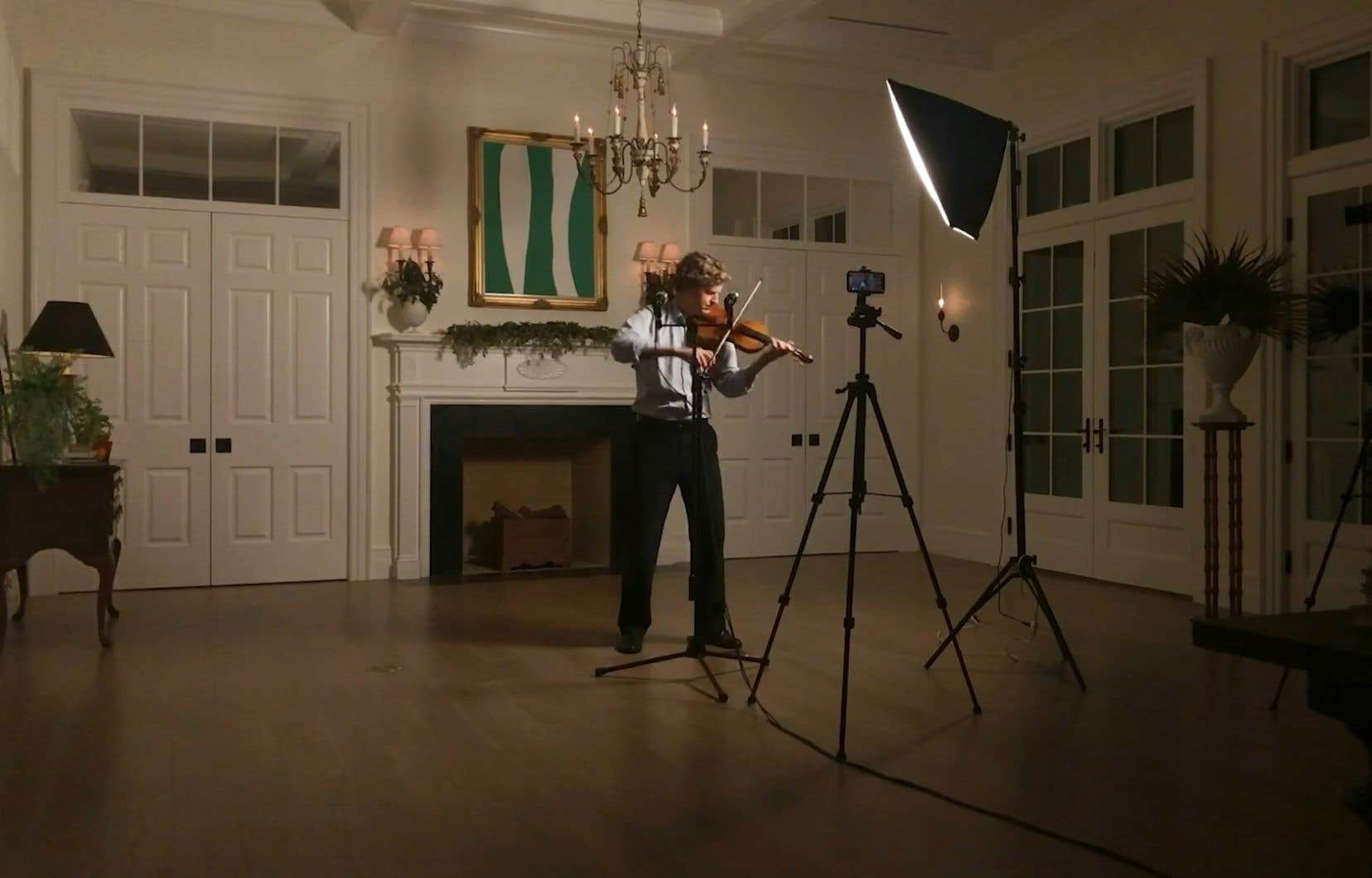 Le violoniste canadien James Ehnes se filme pour offrir ses «Recitals from Home» dans lesquels il revient aux essentiels du répertoire pour violon seul: lessonates et partitas de Bach et les sonates d'Ysaÿe.