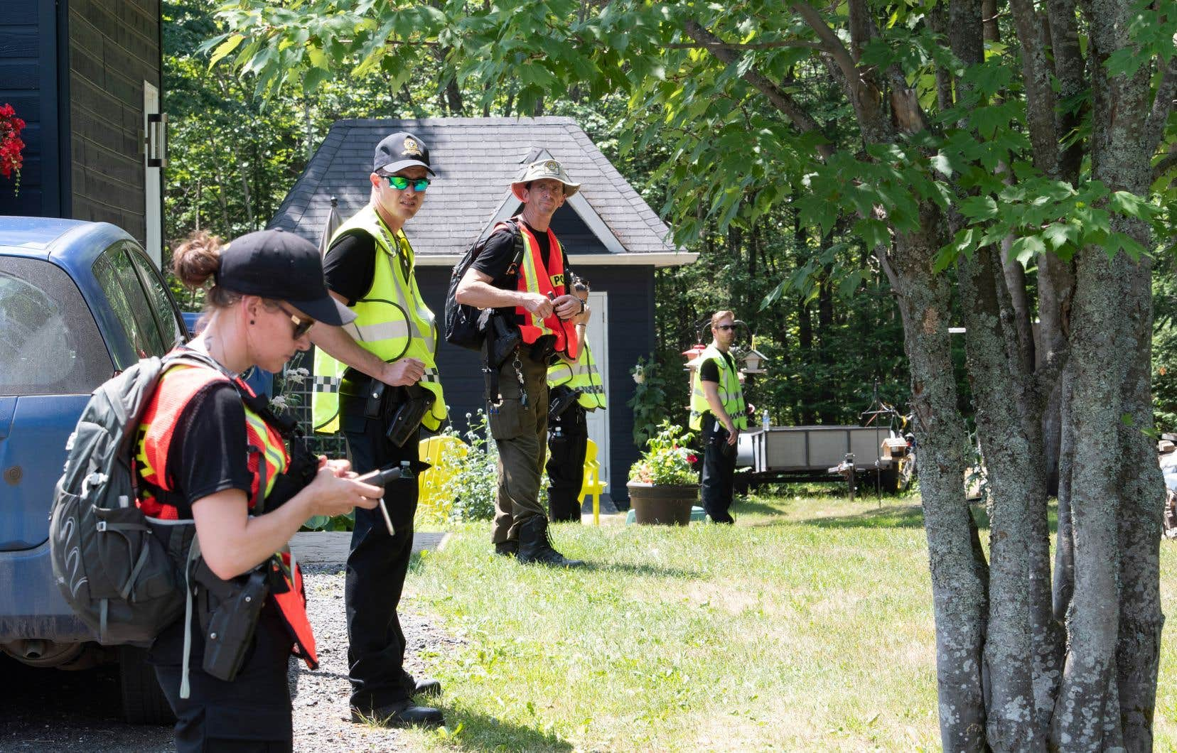 La Sûreté du Québec a demandé aux citoyens de rester loin du secteur et de regagner leurs domiciles.