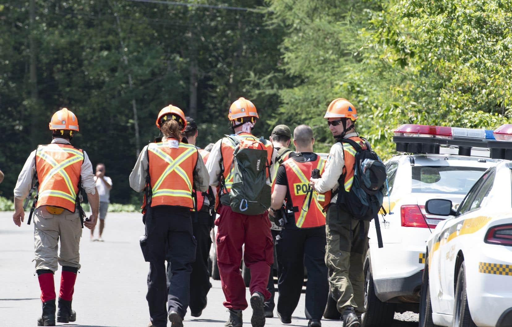 La Sûreté du Québec dit combiner différentes techniques de travail dans ses recherches sur le terrain, avec un hélicoptère et un drone en appui, notamment.