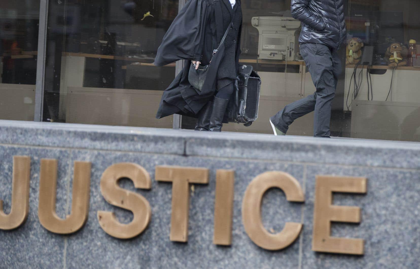 «La plainte au criminel et son cheminement constituent l'une des manières dont le système livre la justice en cas d'agression sexuelle», écrit l'auteur.