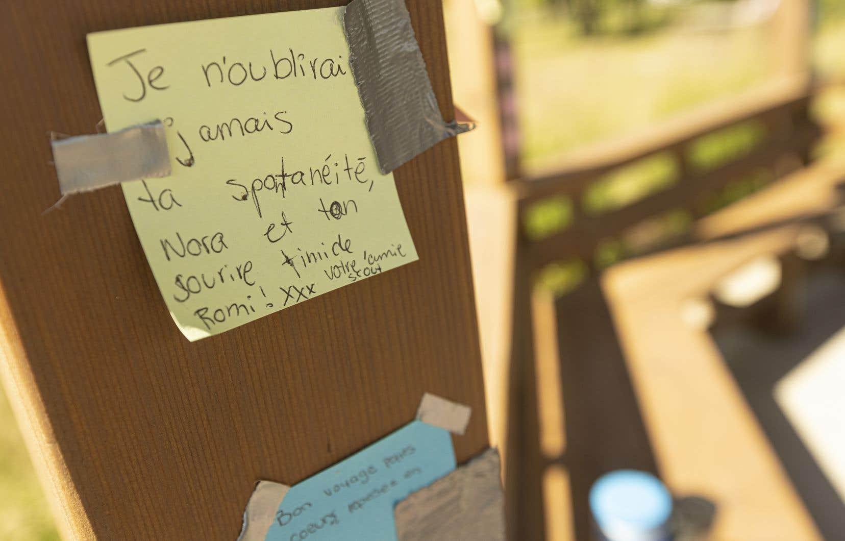 Prendre la parole n'est qu'une moitié du chemin. L'écoute fait aussi partie du processus de guérison. Ici, un message laissé aux petites filles retrouvées mortes d'Amélie Lemieux.