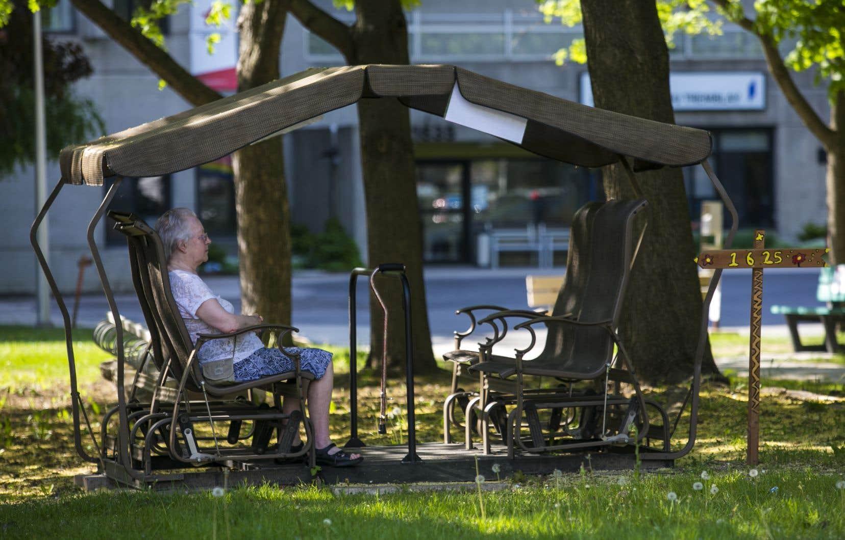 «Le Québec est devenu un modèle en matière de politique familiale. C'est au tour des aînés de bénéficier d'une telle attention sociale», dit l'autrice.