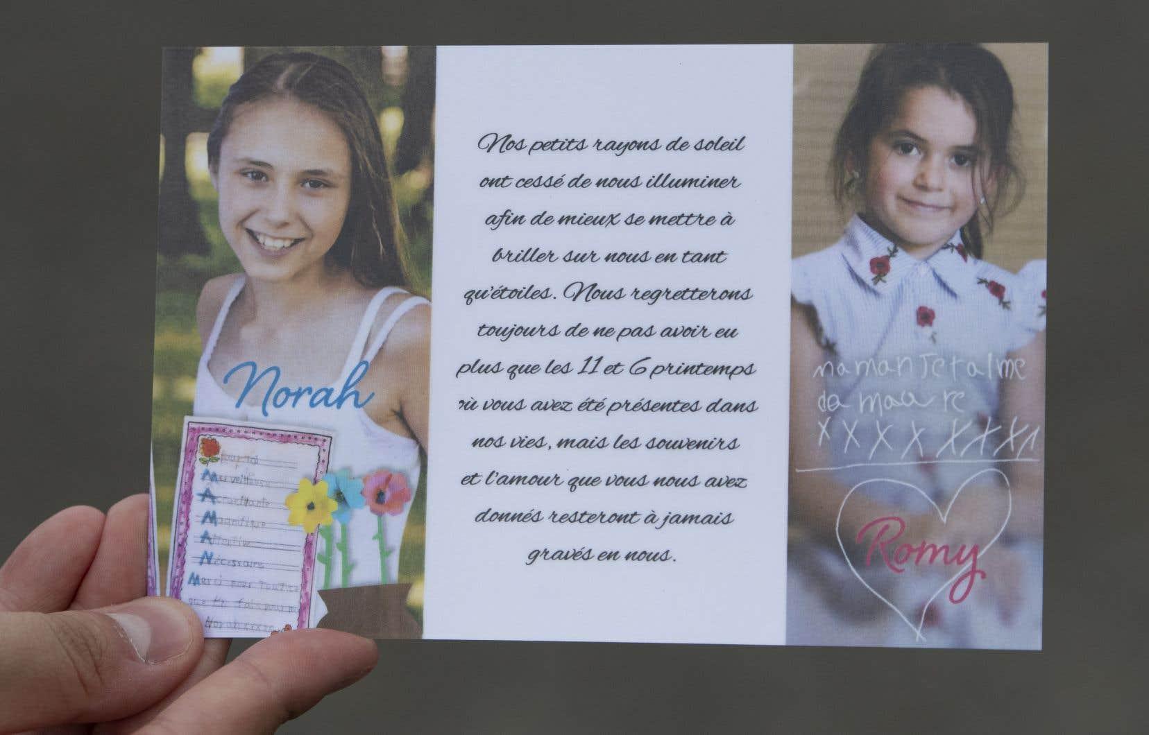 Une carte distribuée par la famille montre Romy, à droite, et Norah Carpentier, au salon funéraire de Lévis, au Québec, le lundi 20 juillet 2020.
