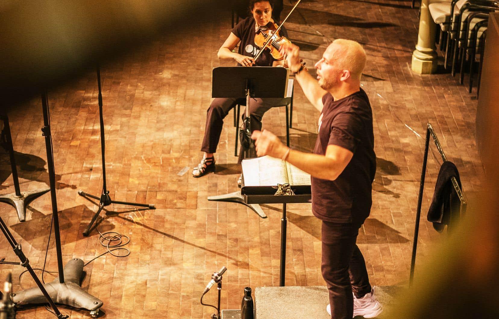 Le chef Yannick Nézet-Séguin et Luc Chaput, directeur de production de l'Orchestre Métropolitain, ont soumis le dossier du cas de la 9e «Symphonie<i>»</i> de l'intégrale Beethoven, jugée d'abord impossible à jouer avec les présentes règles, à la Dre Marie-France Raynault. «Si on est capables d'enregistrer la 9e<i></i>