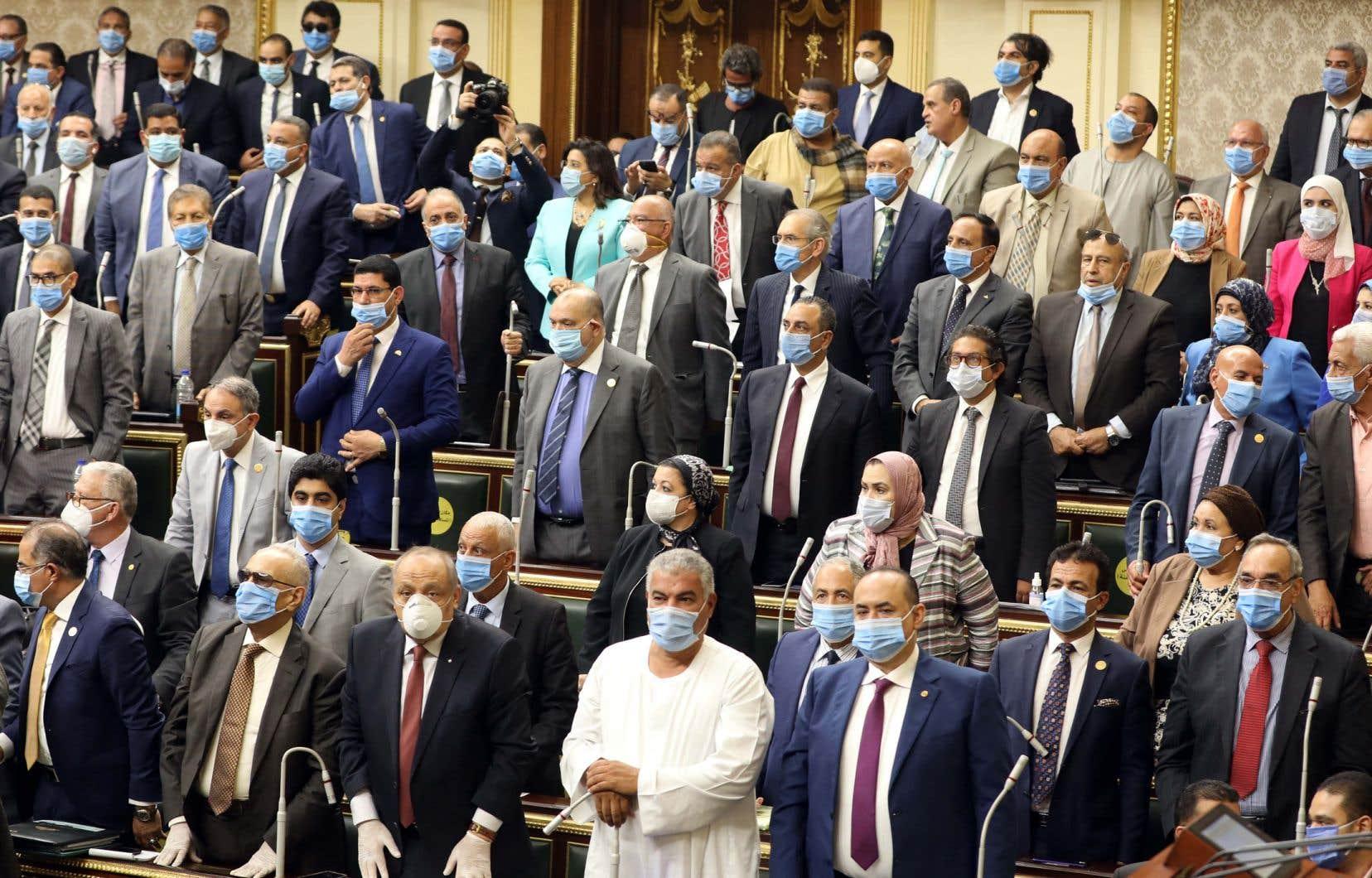 Les députés égyptiens ont approuvé lundi une possible intervention armée en Libye.