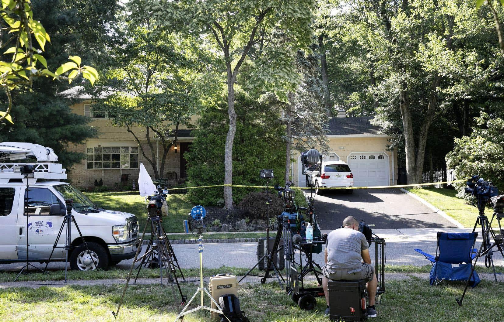 Un homme vêtu d'un uniforme de livreur a tué le fils de la juge américaine Esther Salas et blessé son mari dans leur résidence du New Jersey.