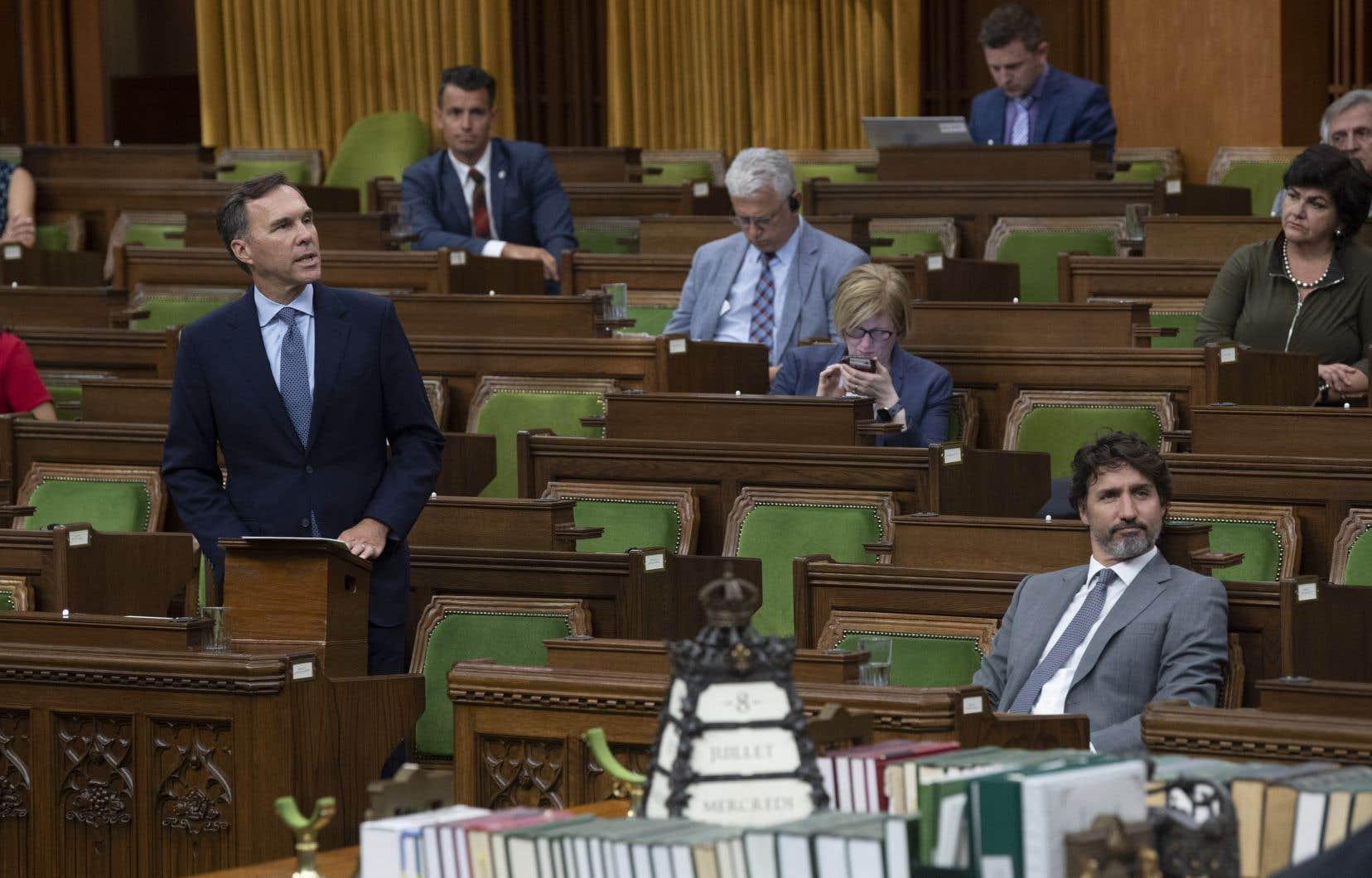 Justin Trudeau et Bill Morneau devaient être informés du contrat à UNIS, témoigne le greffier du Conseil privé.