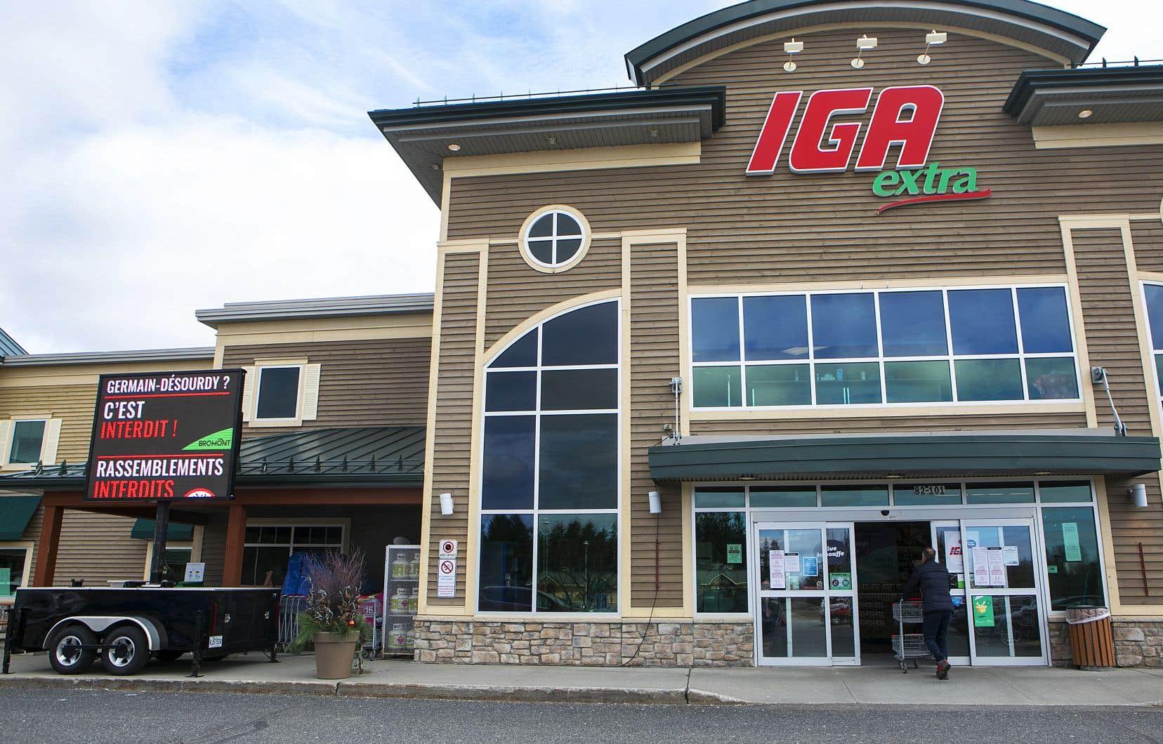 La société néo-écossaise, notamment propriétaire des enseignes IGA et Sobeys, a précisé qu'elle utiliserait une partie de l'argent pour ouvrir environ 20 nouveaux magasins Farm Boy en Ontario et convertir entre 30 et 35 magasins conventionnels dans l'Ouest canadien en établissements FreshCo.