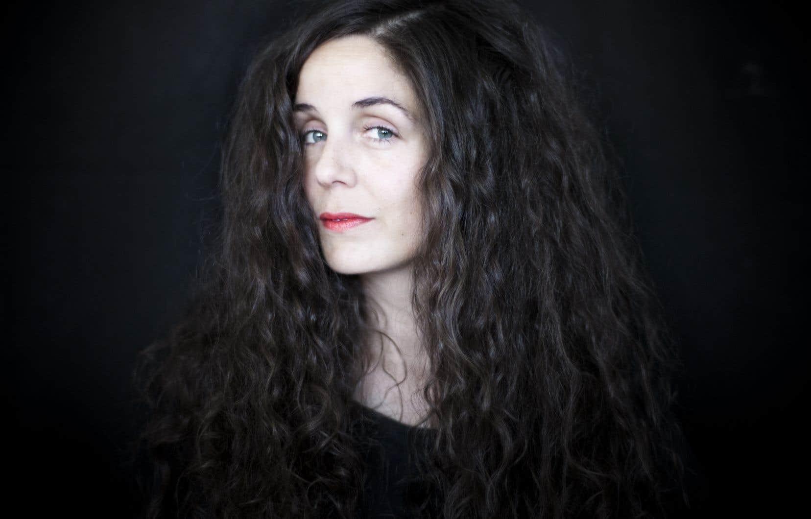 «Île» est le premier roman pour l'écrivaine danoise Siri Ranva Hjelm Jacobsen.