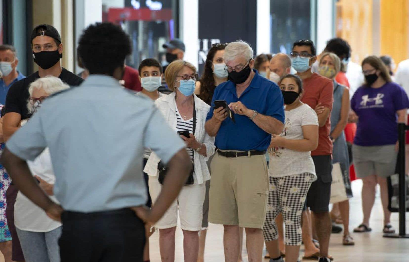 «Il semble difficile de considérer l'obligation de porter un masque comme disproportionnée alors que cette mesure cherche à sauver des vies et à éradiquer une pandémie mondiale», estime l'auteur.