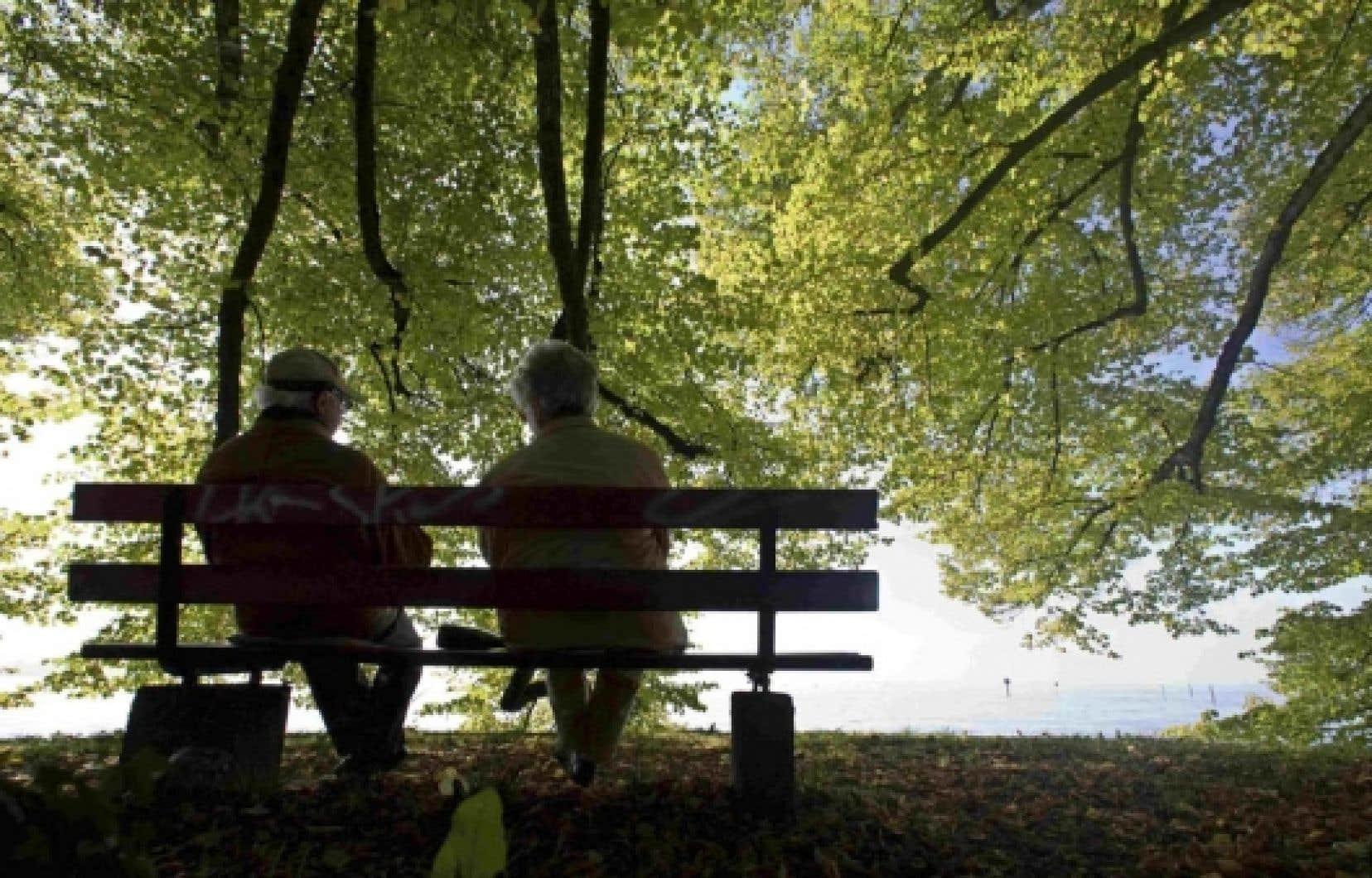 Selon les auteurs, l'amélioration de la sécurité du revenu à la vieillesse est un enjeu sociétal qui requiert la solidarité de l'ensemble des composantes de la société, et pas seulement les travailleurs.<br />