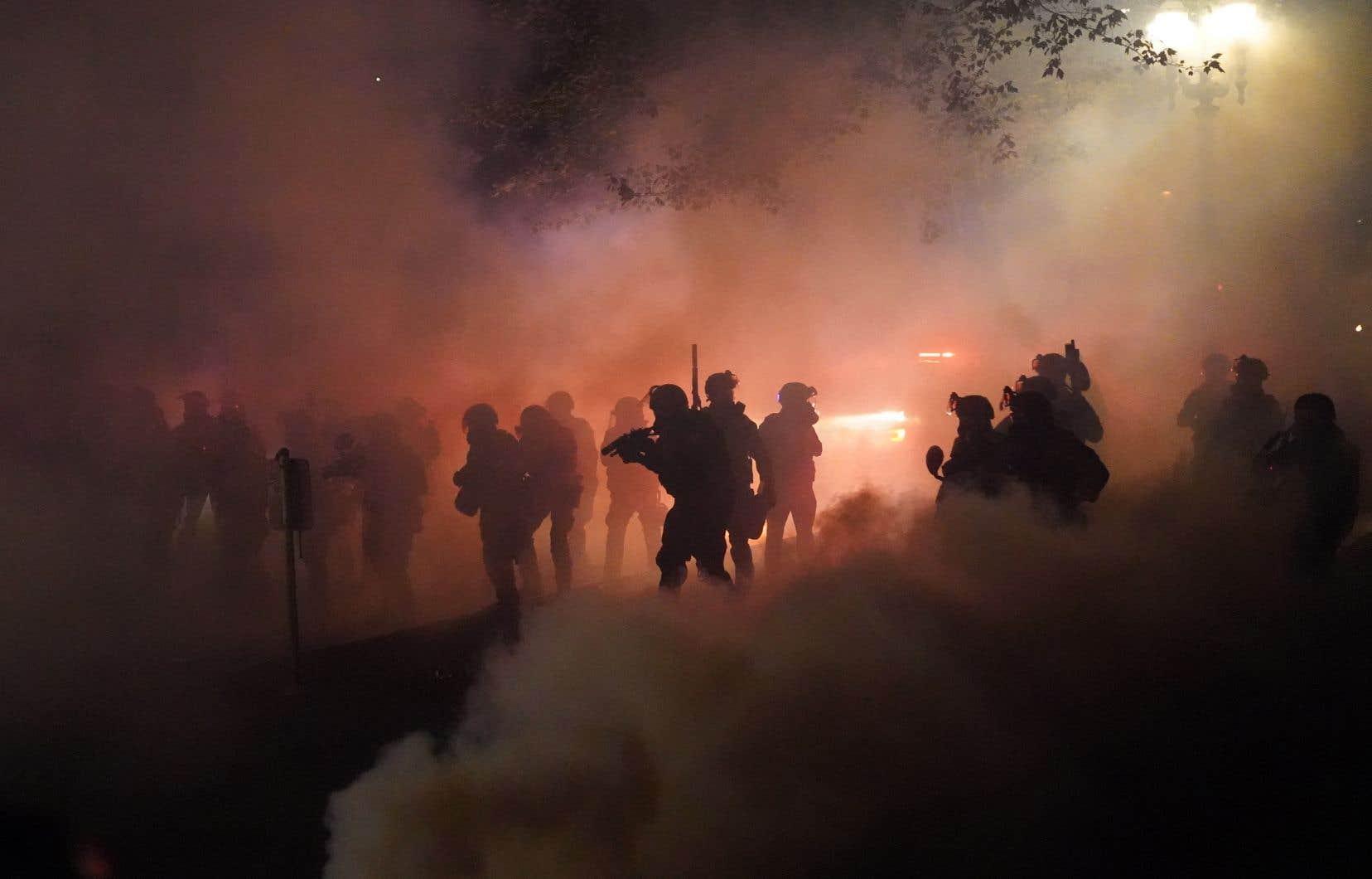 À Portland, des heurts opposent presque toutes les nuits les forces de l'ordre à des manifestants antiracistes.