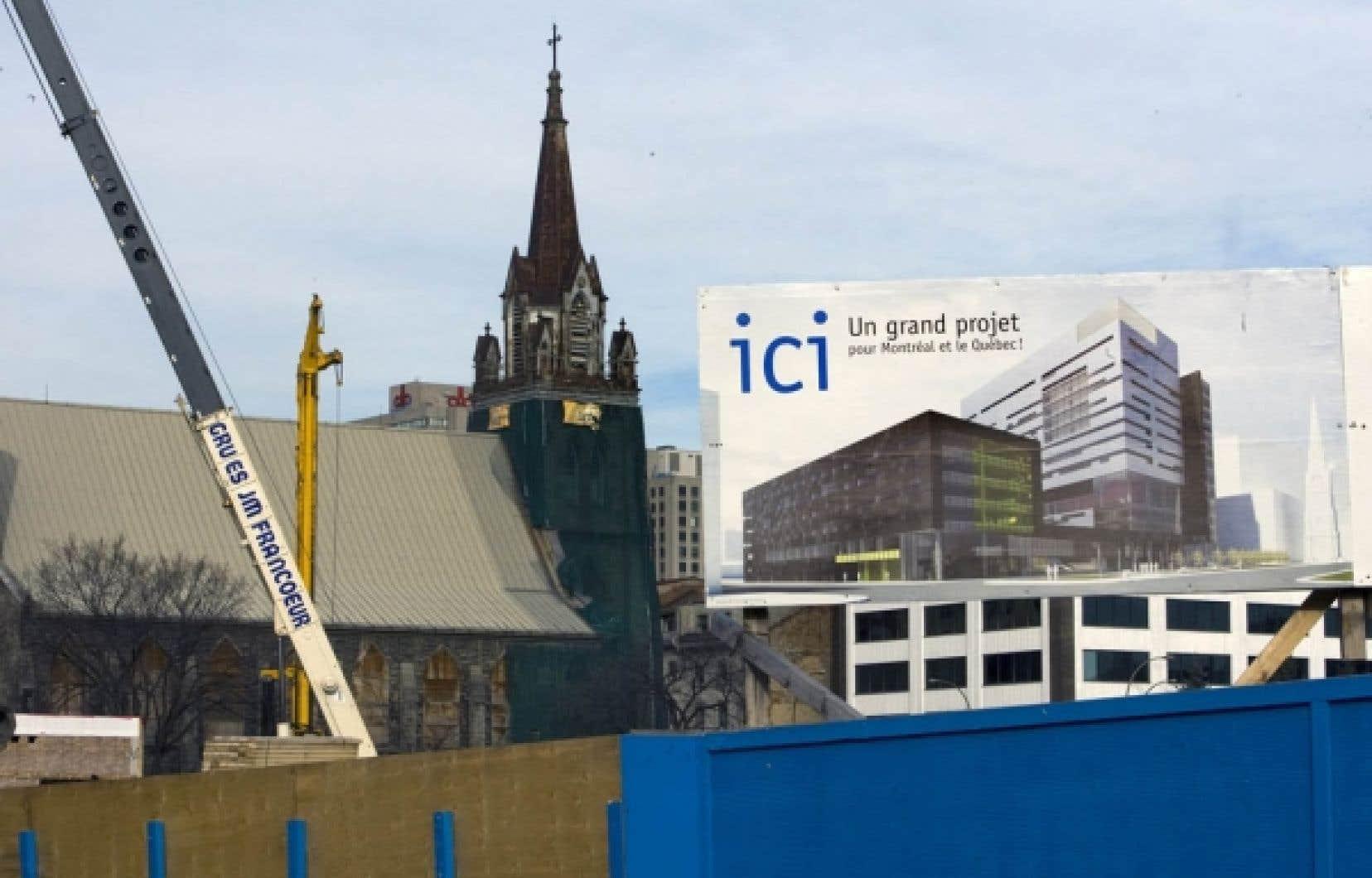 Le projet de construction du Centre hospitalier de l'Université de Montréal (CHUM) a beau connaître de nombreuses difficultés de réalisation, dont une explosion des coûts et un report constant des travaux, le gouvernement Charest estime que le gestionnaire responsable du dossier mérite une prime au rendement de quelque 37 000 $ par année.