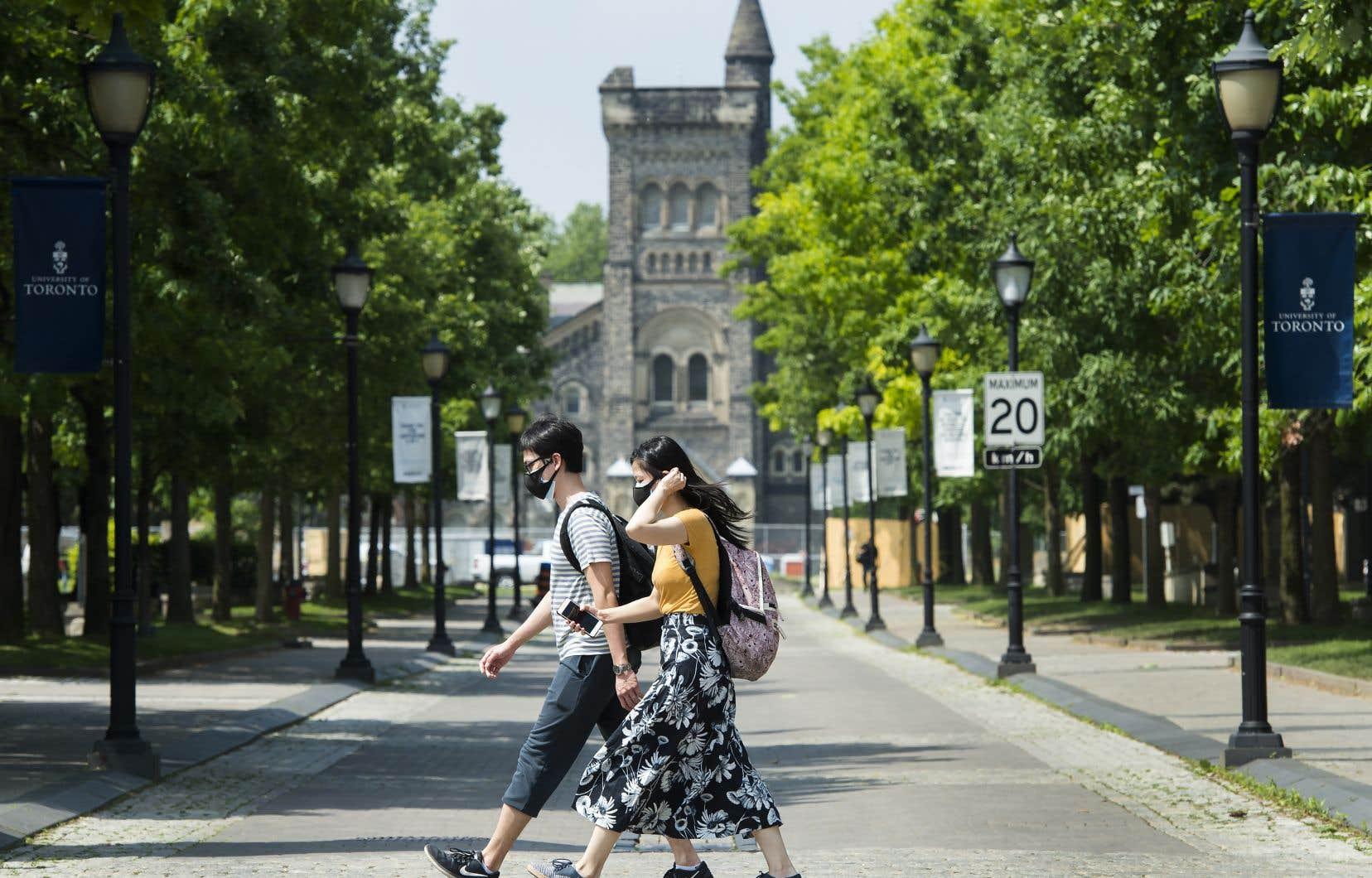 Les nouveaux étudiants en provenance des États-Unis n'auront peut-être plus besoin d'un permis d'études délivré avant le 18 mars pour entrer au Canada.