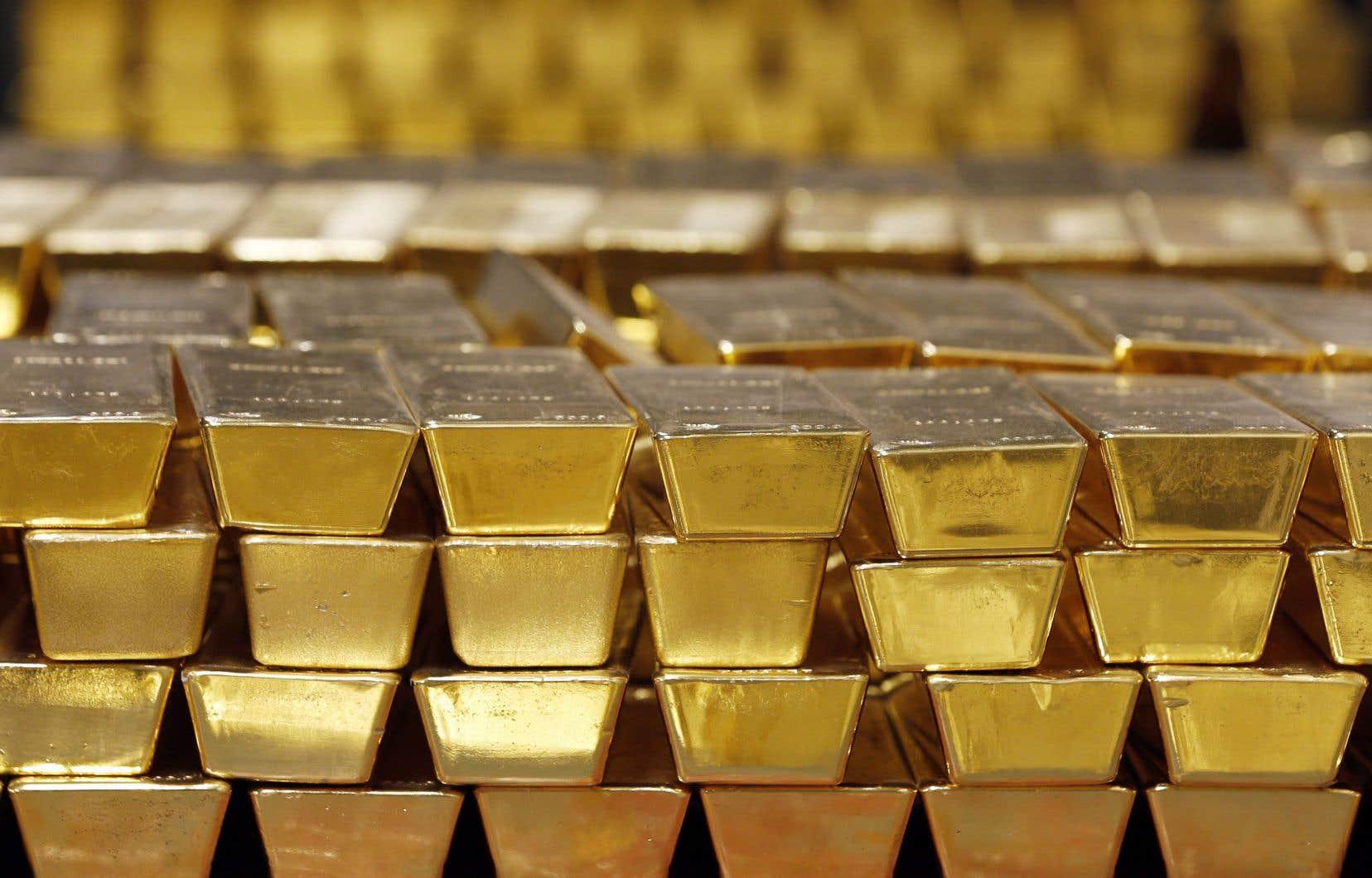 L'or a battu son plus haut historique lors des échanges asiatiques pour culminer à 1945,26$US l'once lundi.