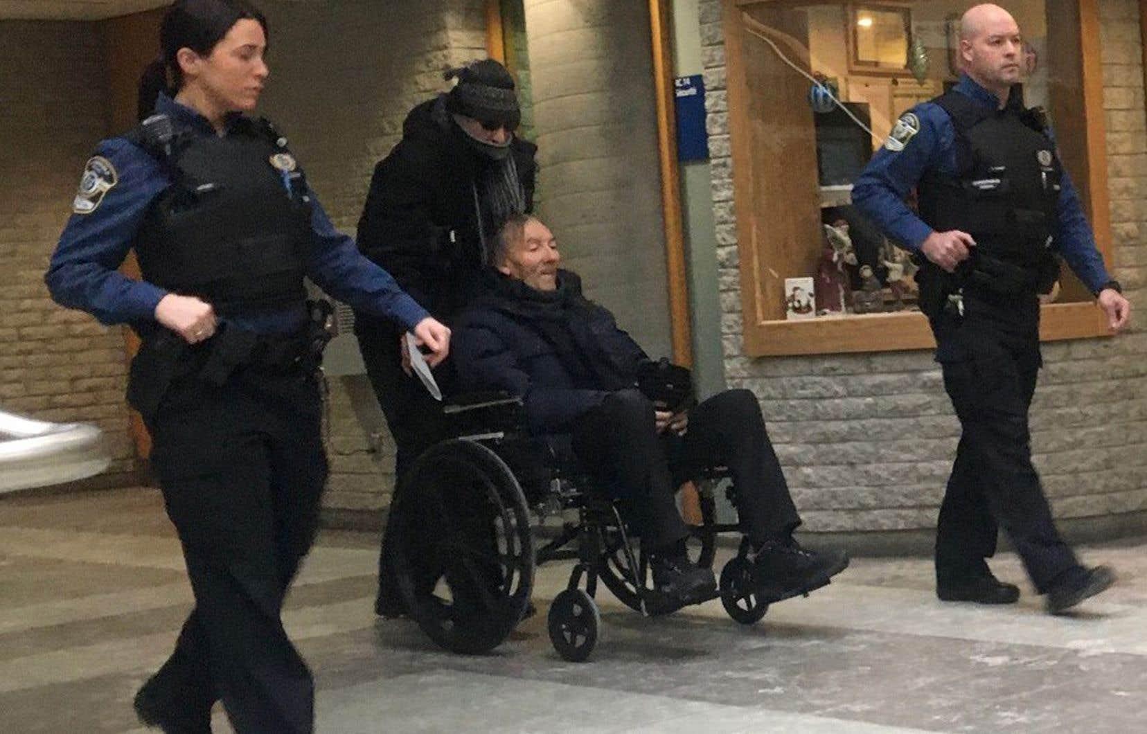 François Lamarre était apparu pâle et frêle, dans un fauteuil roulant poussé par son frère, lors de sa comparution le 19 décembre 2019.