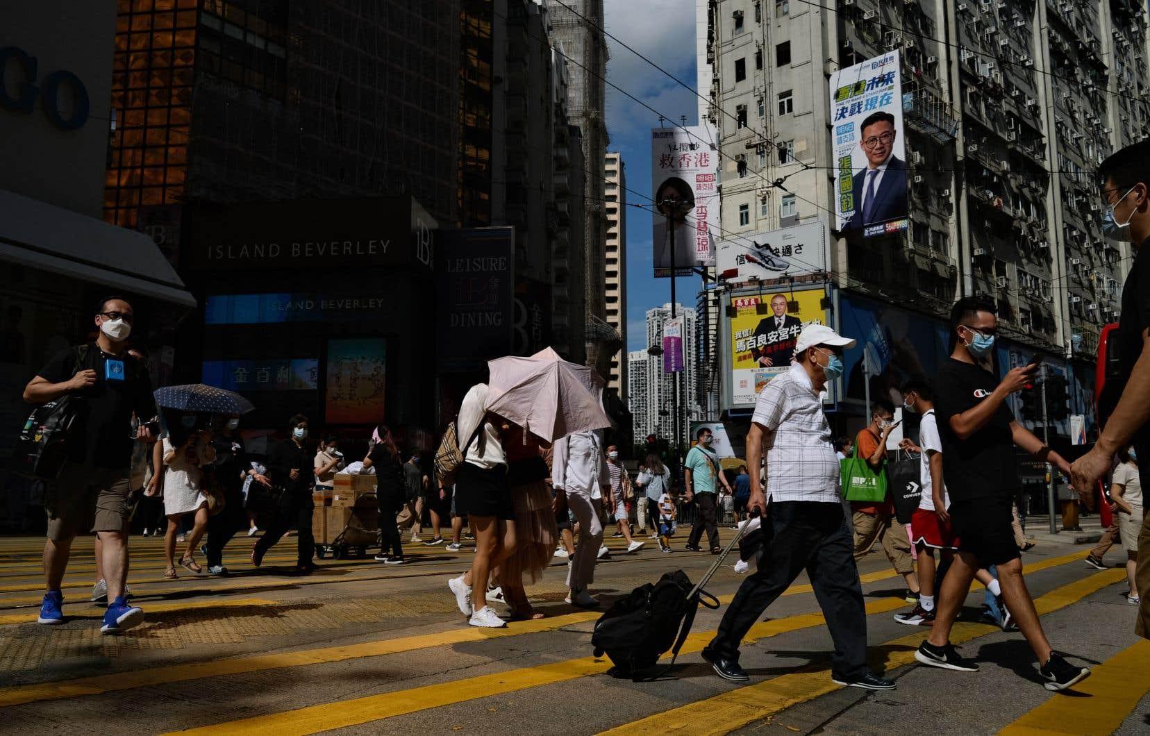 Les autorités ont ordonné de nouvelles mesures dans la ville, où le port du masque est désormais obligatoire en public.