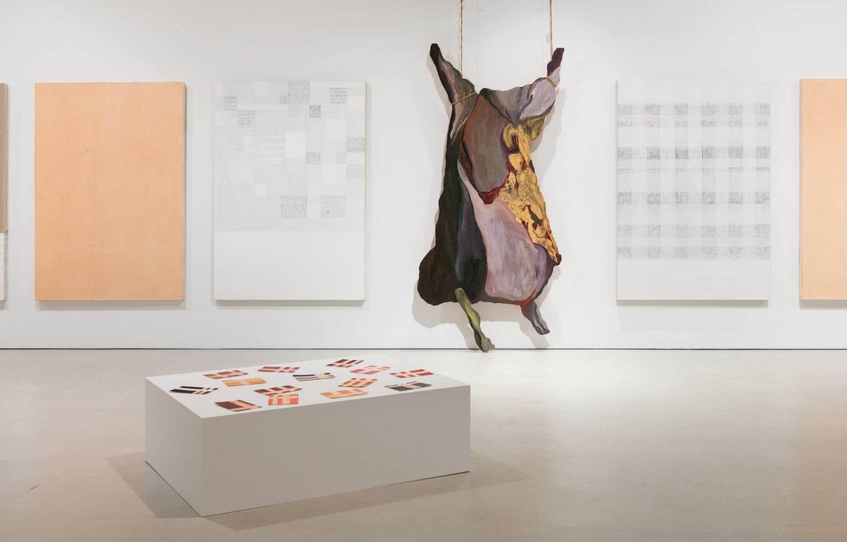 Vue de l'exposition «Les ouvrages et les heures<i>»</i>de Monique Régimbald-Zeiber au Musée d'art de Joliette
