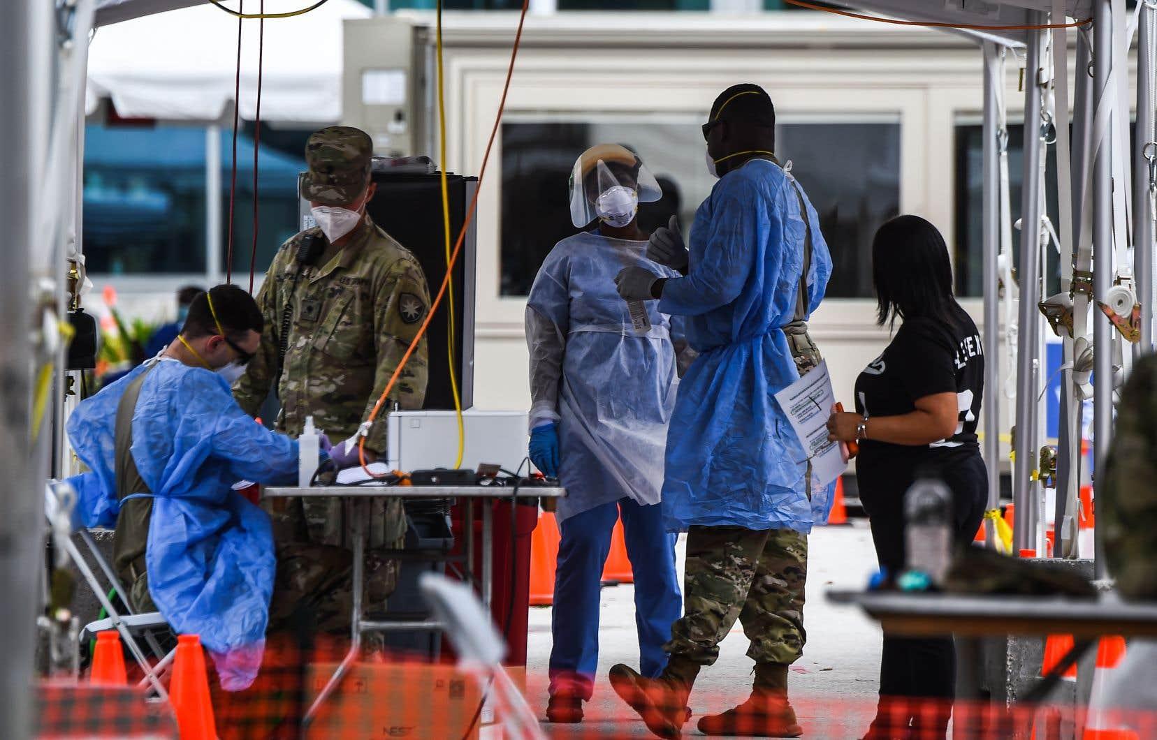 Après avoir connu une amélioration vers la fin du printemps, les États-Unis voient depuis la fin de juin l'épidémie repartir à la hausse.