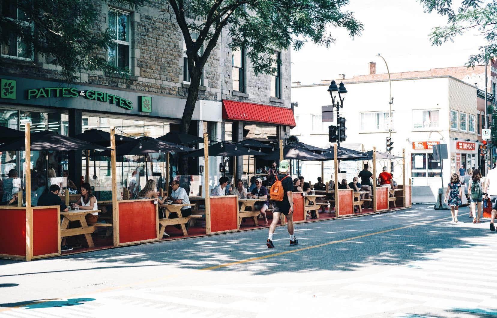 Au cours de la première semaine de juillet, 15000 piétons ont déambulé en moyenne chaque jour sur l'avenue du Mont-Royal, dans le Plateau-Mont-Royal, selon les données récoltées par la firme Éco-Compteur.