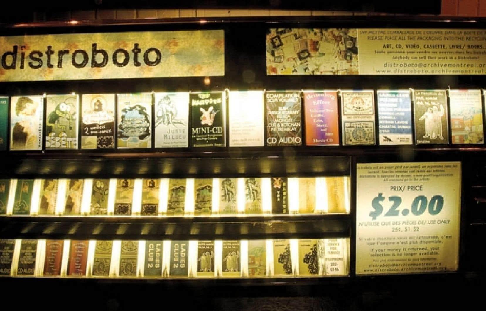 Le Distroboto est un proche cousin d'Art-O-Mat, qui transforme la clope en culture depuis 1997 aux États-Unis.<br />