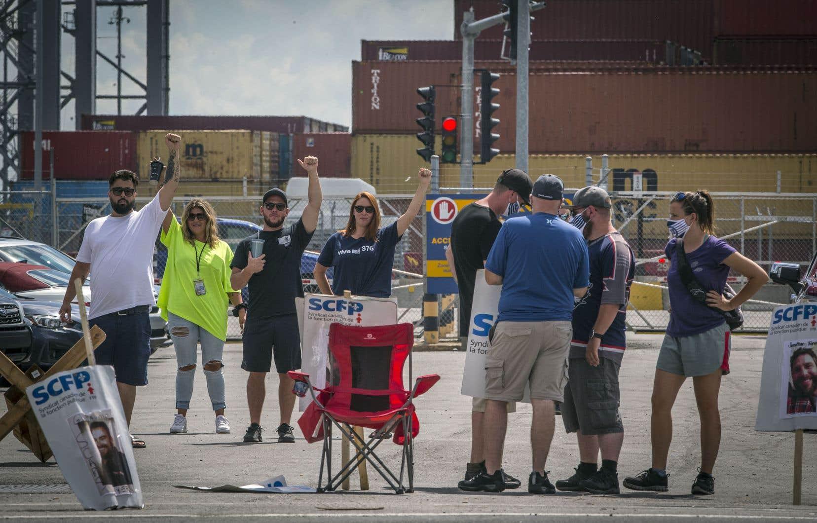 Les membres du Syndicat des débardeurs du Port de Montréal ont amorcé lundi dernier une grève de quatre jours qui devait prendre fin vendredi matin.
