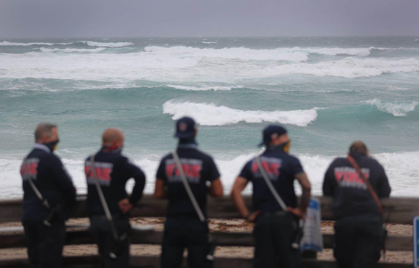 Le comté de Palm Beach a lancé un avis d'évacuation volontaire. À 8 h du matin, «Isaias» se trouvait à 70 km de West Palm Beach. Sur la photo, Juno Beach, sur la côte est de la Floride