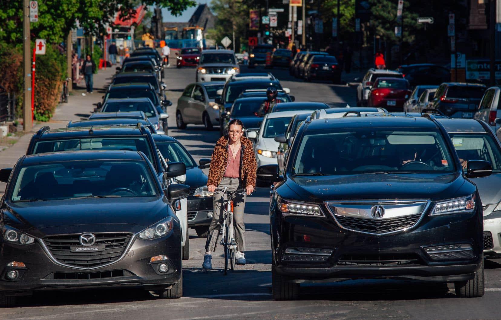 Des cyclistes se plaignent d'être sciemment «enfumés» par des automobilistes.