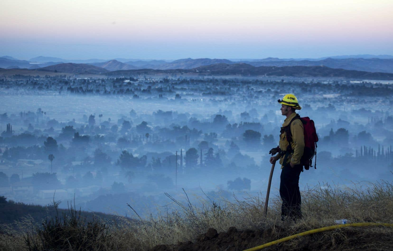 Plus de 1300 pompiers combattent l'incendie surnommé «Apple Fire», qui s'est déclaré vendredi en Californie.