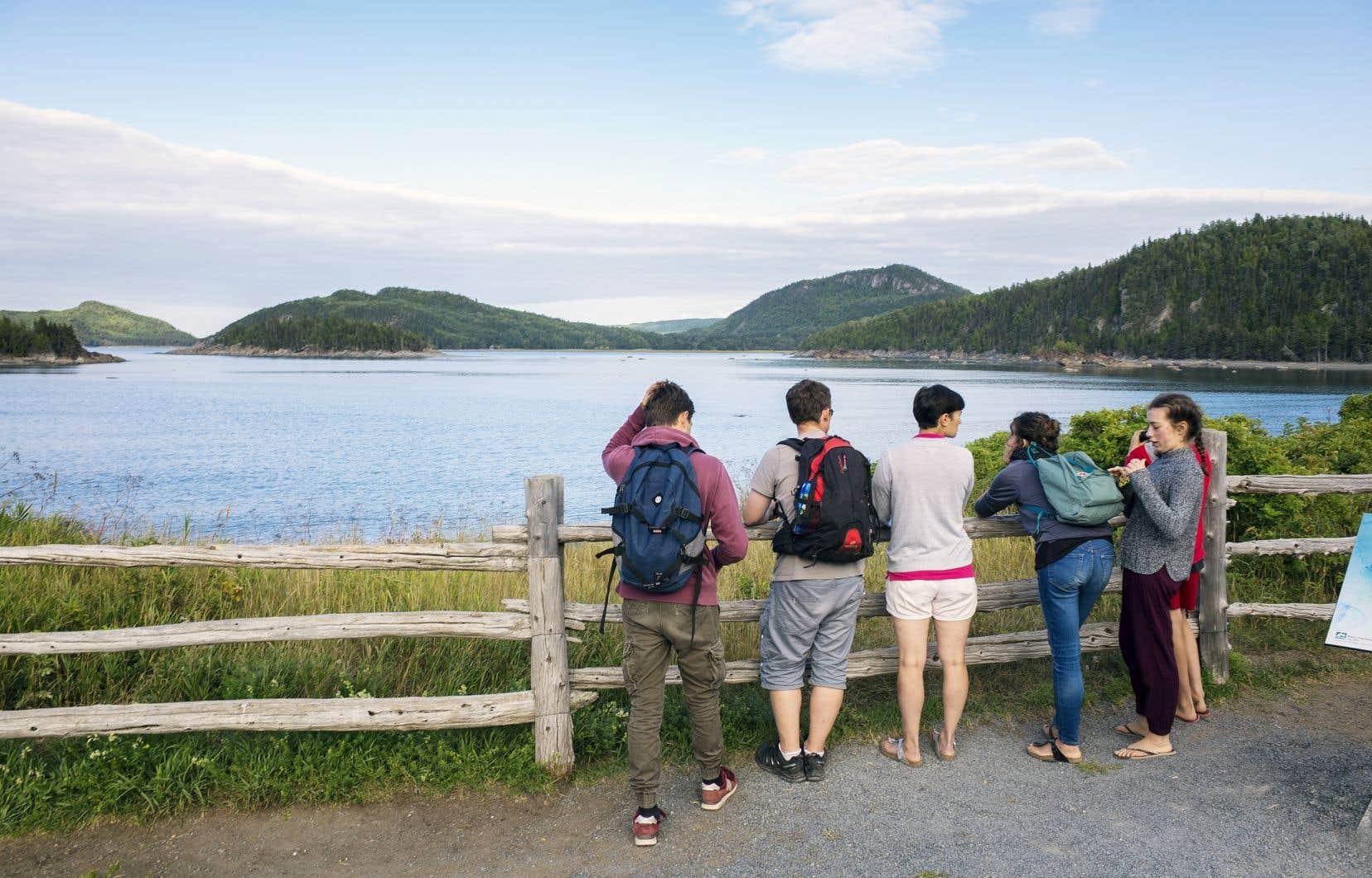 «Les offres limitées en transport et en logement dissuadent [les jeunes] de privilégier le Québec plutôt que les destinations internationales», estime l'auteur.