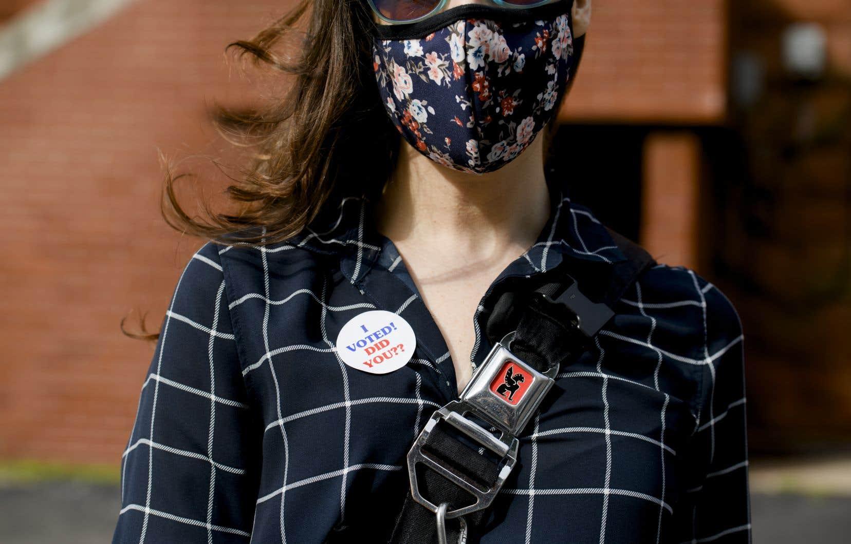Le vote par correspondance est davantage utilisé par des électeurs urbains, démographiquement proches des démocrates. Par temps de pandémie, il pourrait également augmenter la participation des personnes âgées qui semblent préférer le démocrate Joe Biden.