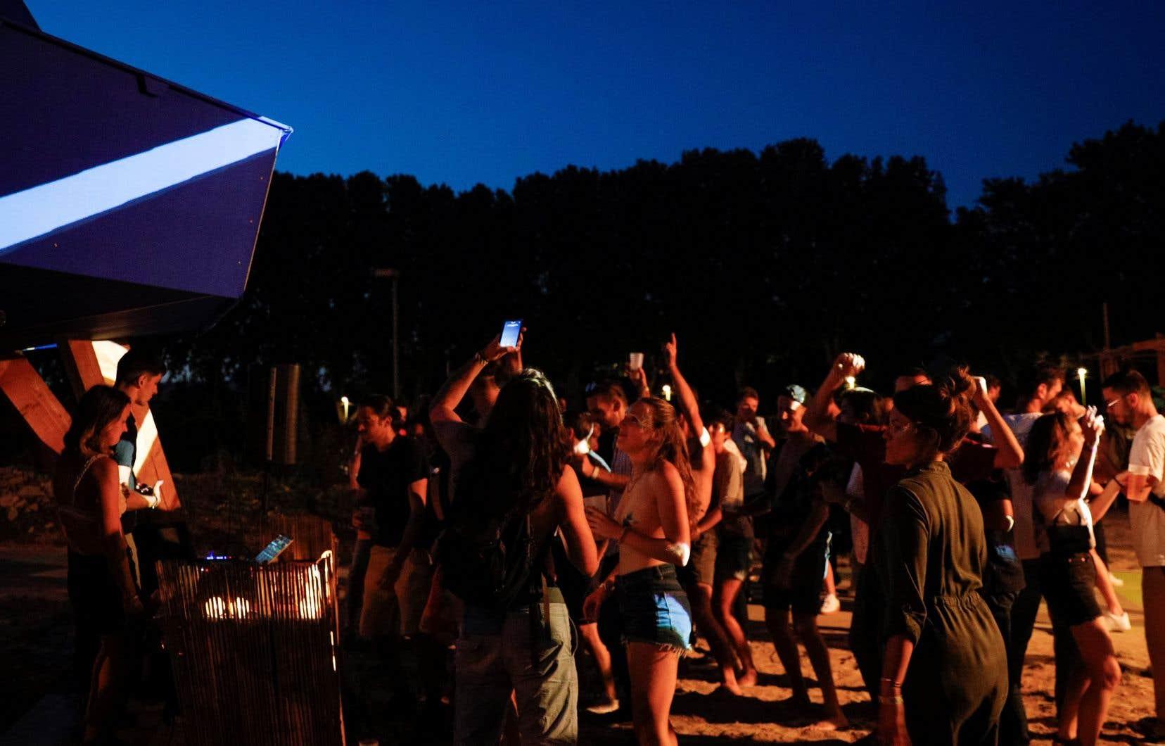 Le secret de ces fêtes technos clandestines a fini par s'ébruiter. La police a commencé à intervenir mi-juillet, pour disperser les fêtards et saisir le matériel des organisateurs.