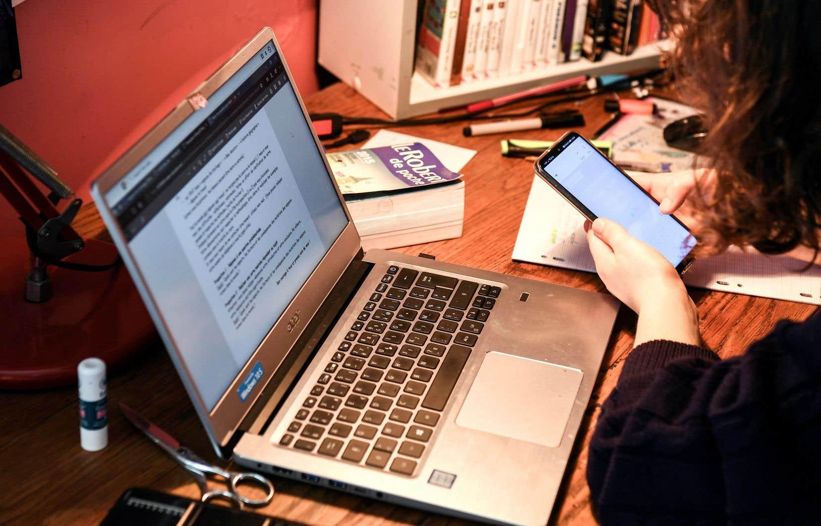 Le Centre de services scolaire de Montréal (CSSDM) estime que 6800 élèves n'ont pas d'ordinateur à la maison.