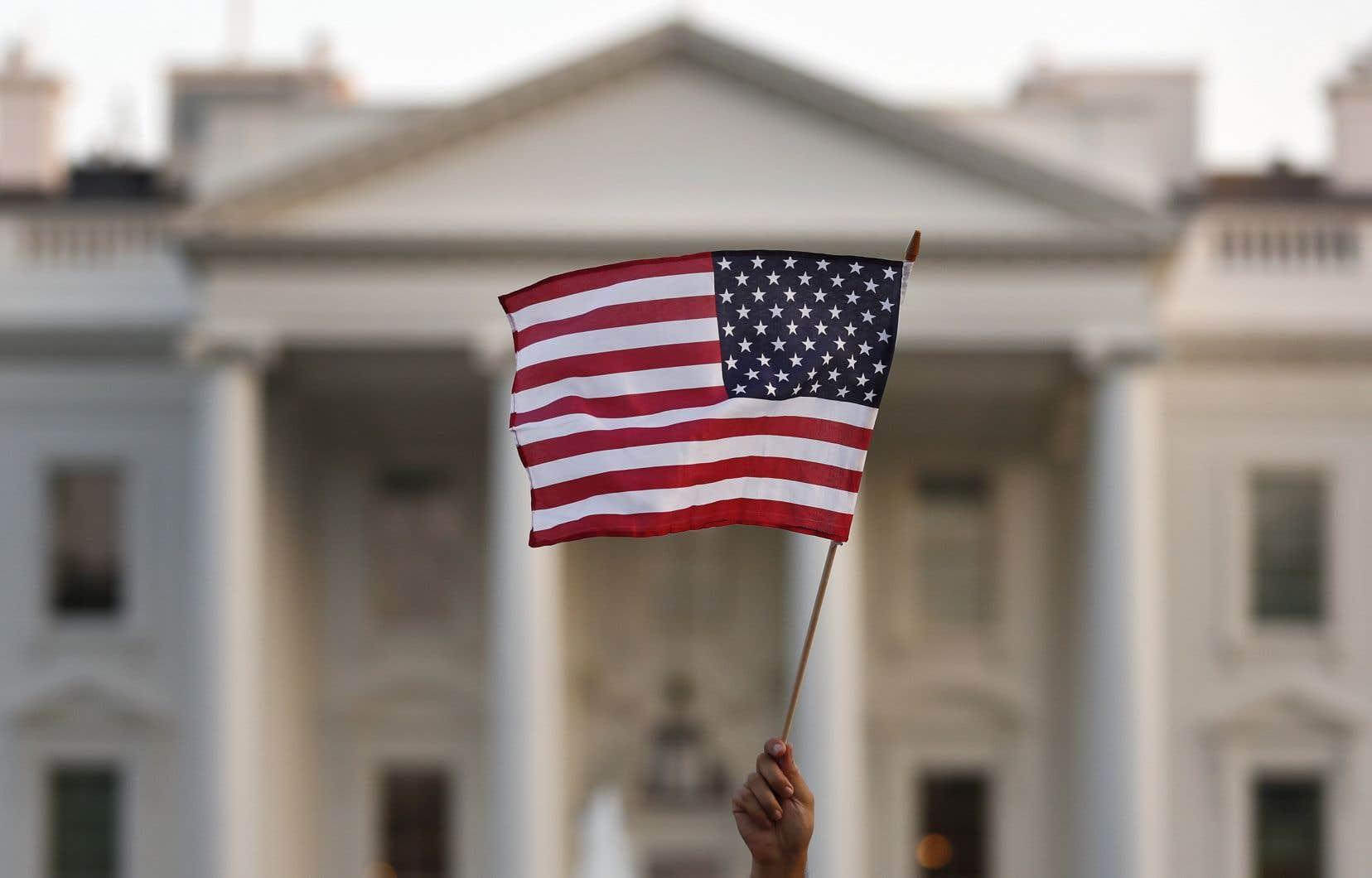 Le président Donald Trump envisage d'endosser les couleurs républicaines depuis la Maison-Blanche et le candidat démocrate Joe Biden a renoncé à se rendre en personne à la convention démocrate.