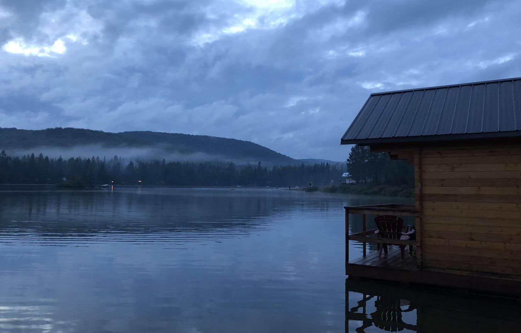 L'une des cabines flottantes du camping du Domaine Lausanne, dans les Laurentides