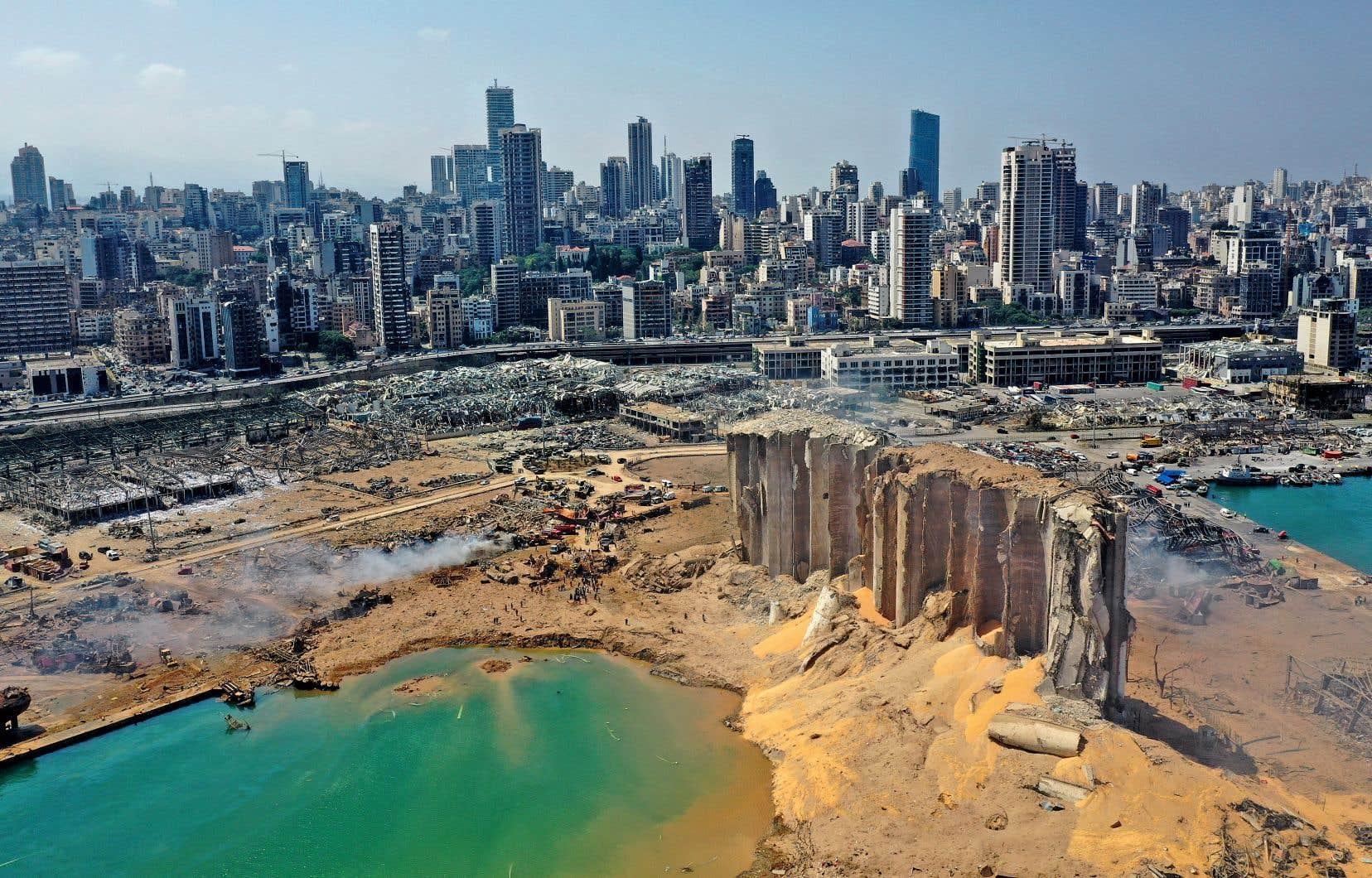 «Après la vie chère et la pandémie, la dévastation causée par les explosions de Beyrouth est la crise de trop: les premières estimations parlent de 300000 sans-abri», écrit l'autrice.