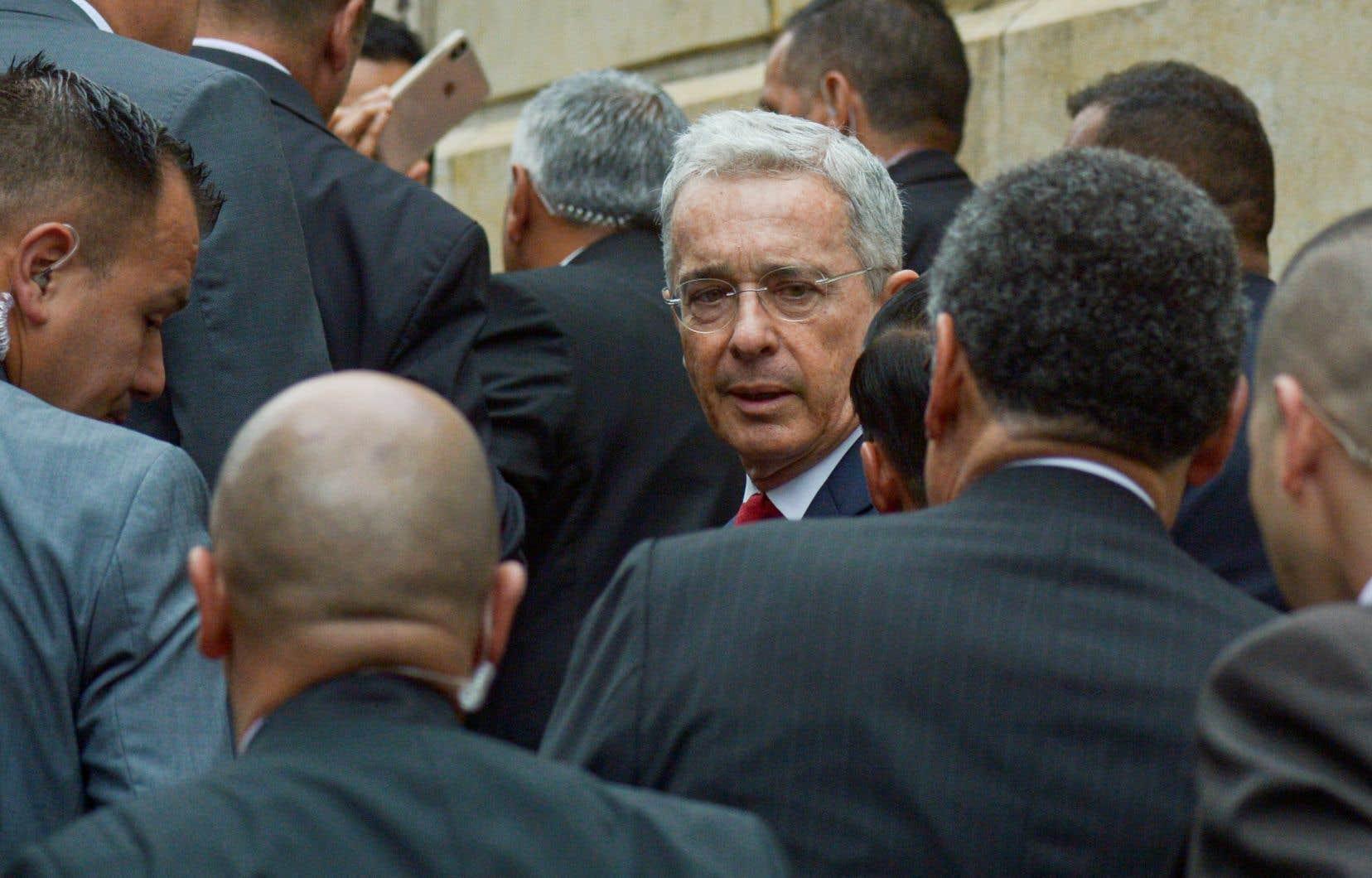 Álvaro Uribe à son arrivée au palais de justice de Bogota en octobre 2019