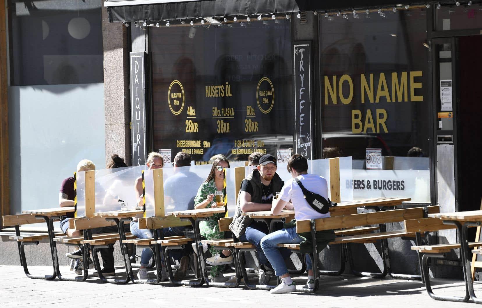 Contrairement au reste de l'Europe, la Suède a maintenu ouverts cafés, bars, restaurants et entreprises.