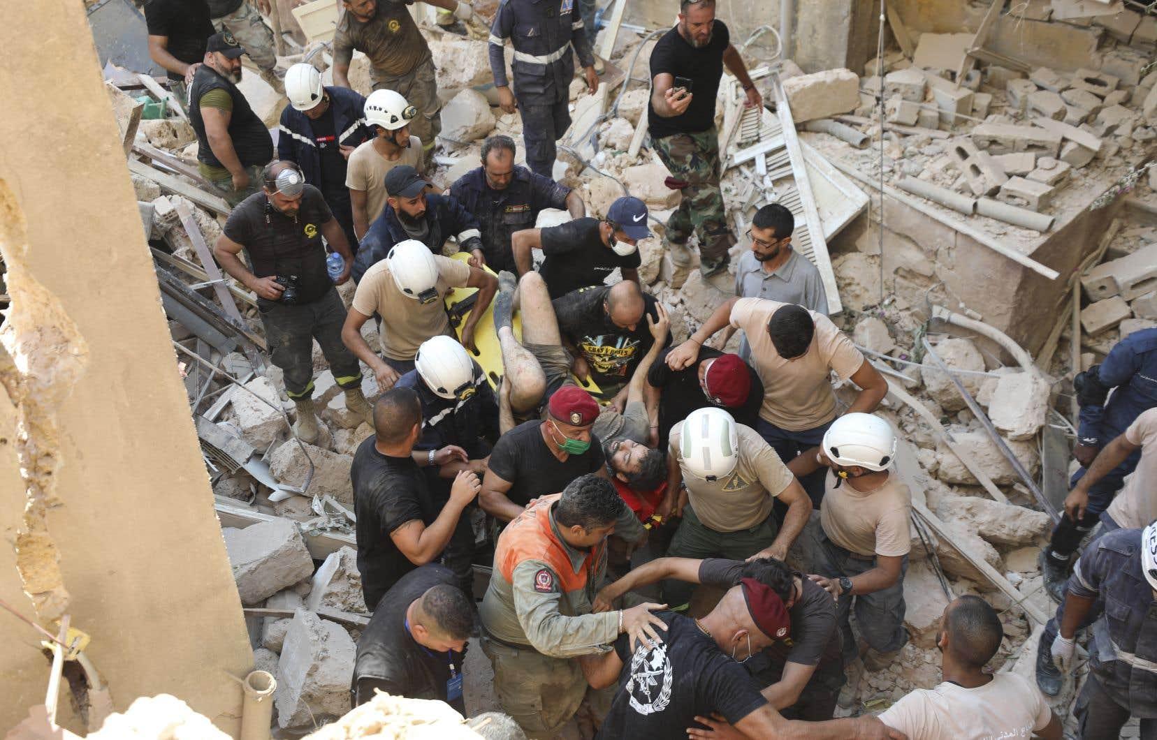 Les recherches pour trouver des survivants sous les décombres se poursuivaient mercredi.