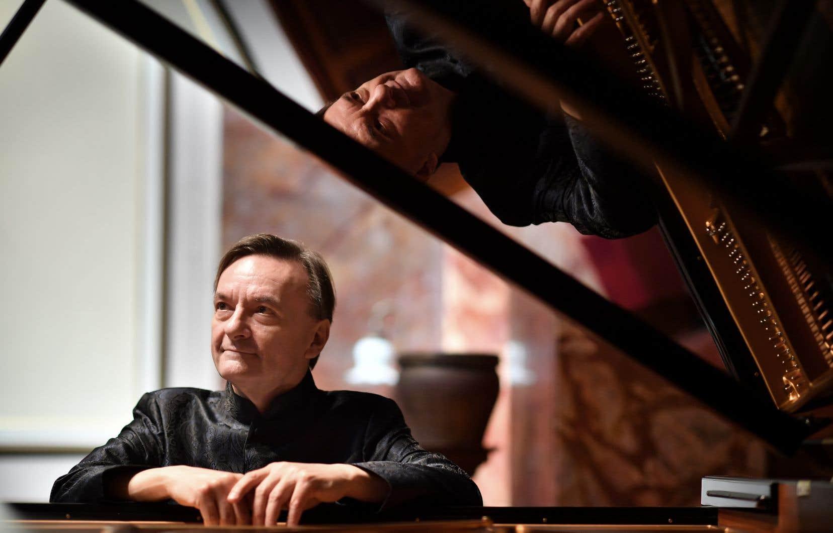 La COVID-19 a permis à des artistes de se poser pour enregistrer ce dont ils avaient toujours rêvé. Le pianiste Stephen Hough s'est par exemple plongé dans Schubert, Chopin et Schumannpour Hyperion.