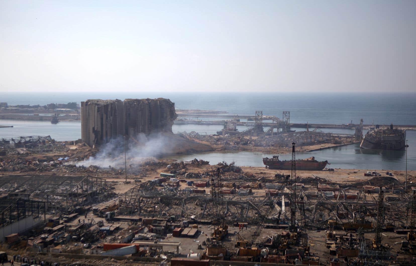 Ont été placés en détentiondes «responsables du conseil d'administration du port de Beyrouth et de l'administration des douanes,des responsables des travaux d'entretien et des [ouvriers] ayant effectué des travaux dans le hangar numéro12», a précisé le procureur militaire Fadi Akiki dans un communiqué.